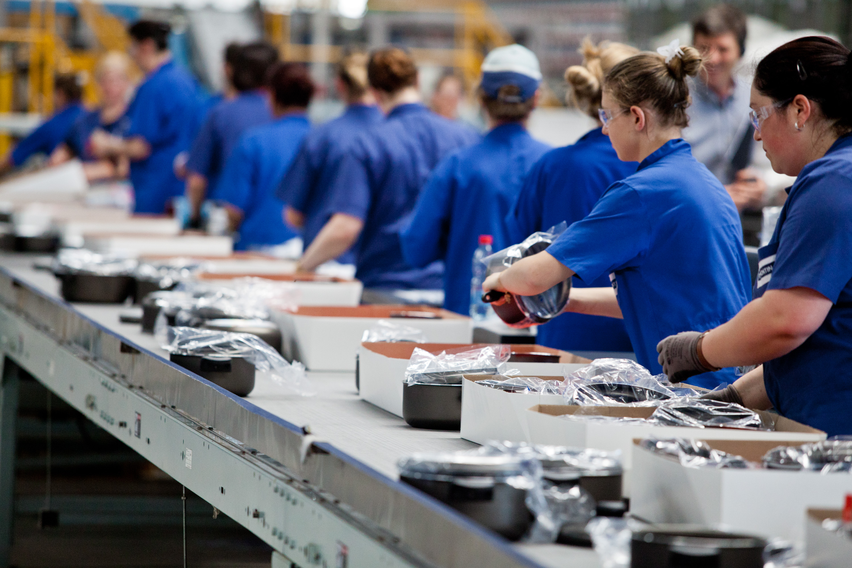Economia - Indústria e Comércio - indústria trabalhadores fábrica