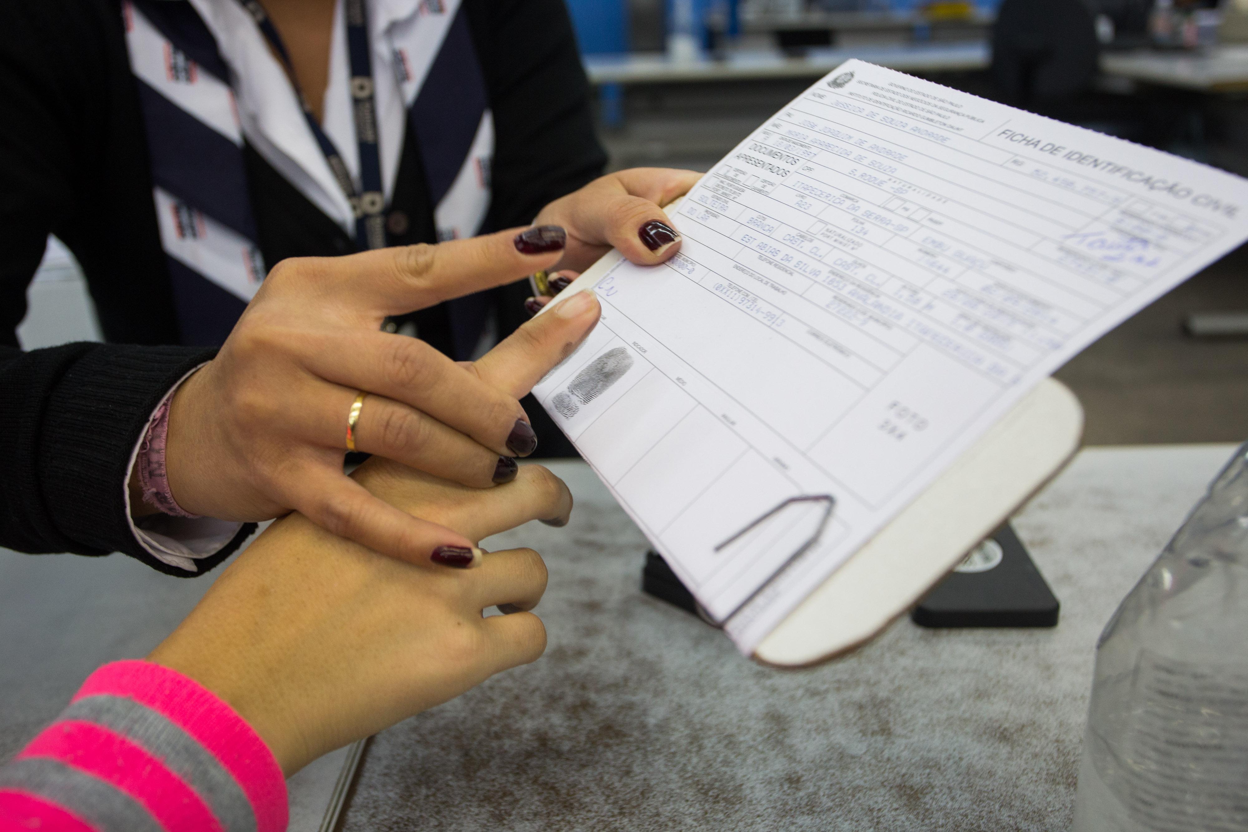 Direito e Justiça - geral - identificação civil identidade registro civil digitais impressão digital