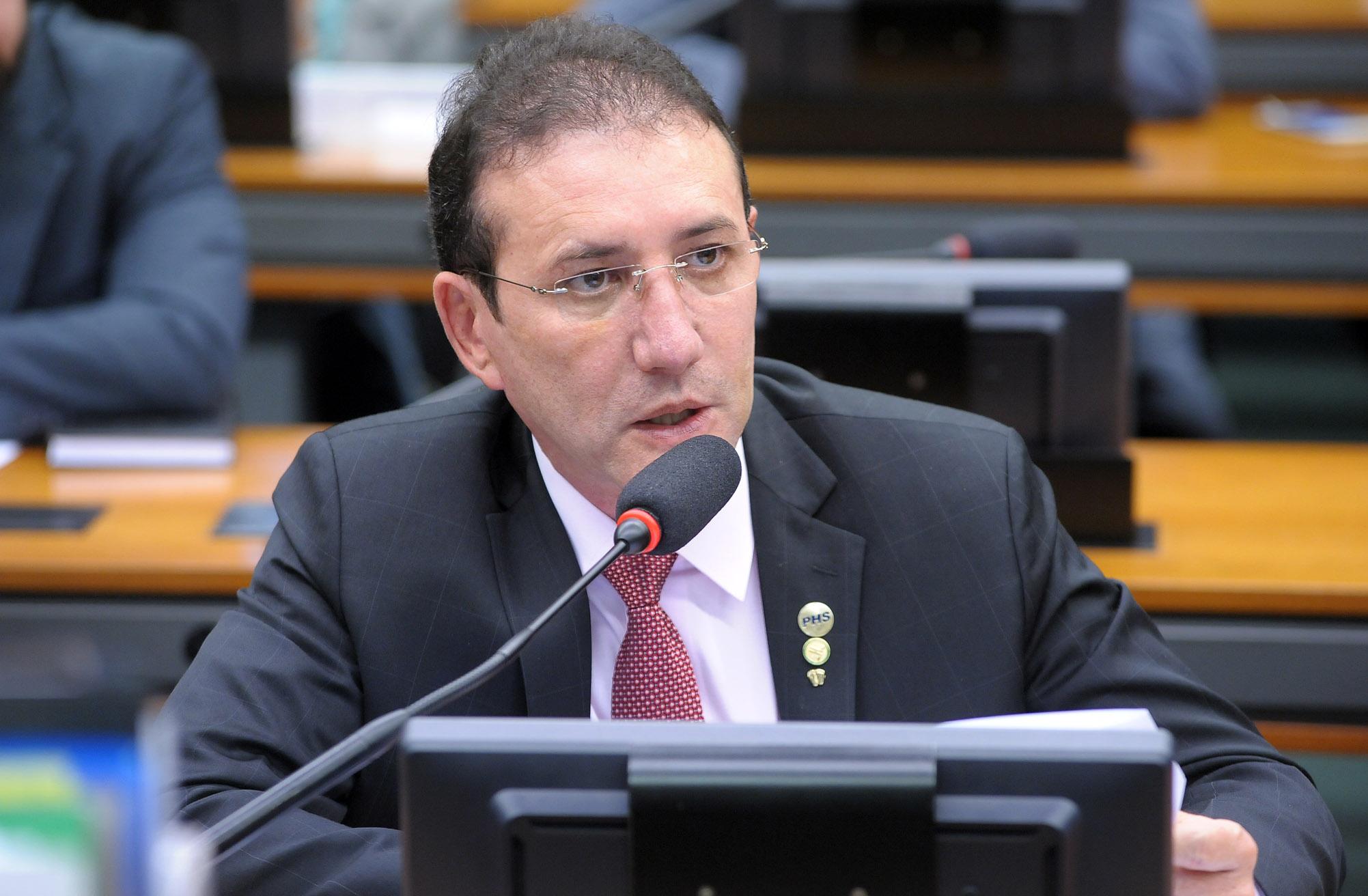 Audiência pública para oitiva do ex-ministro do Desenvolvimento, Indústria e Comércio Exterior (MDIC), Miguel Jorge. Dep. Adail Carneiro (PHS-CE)