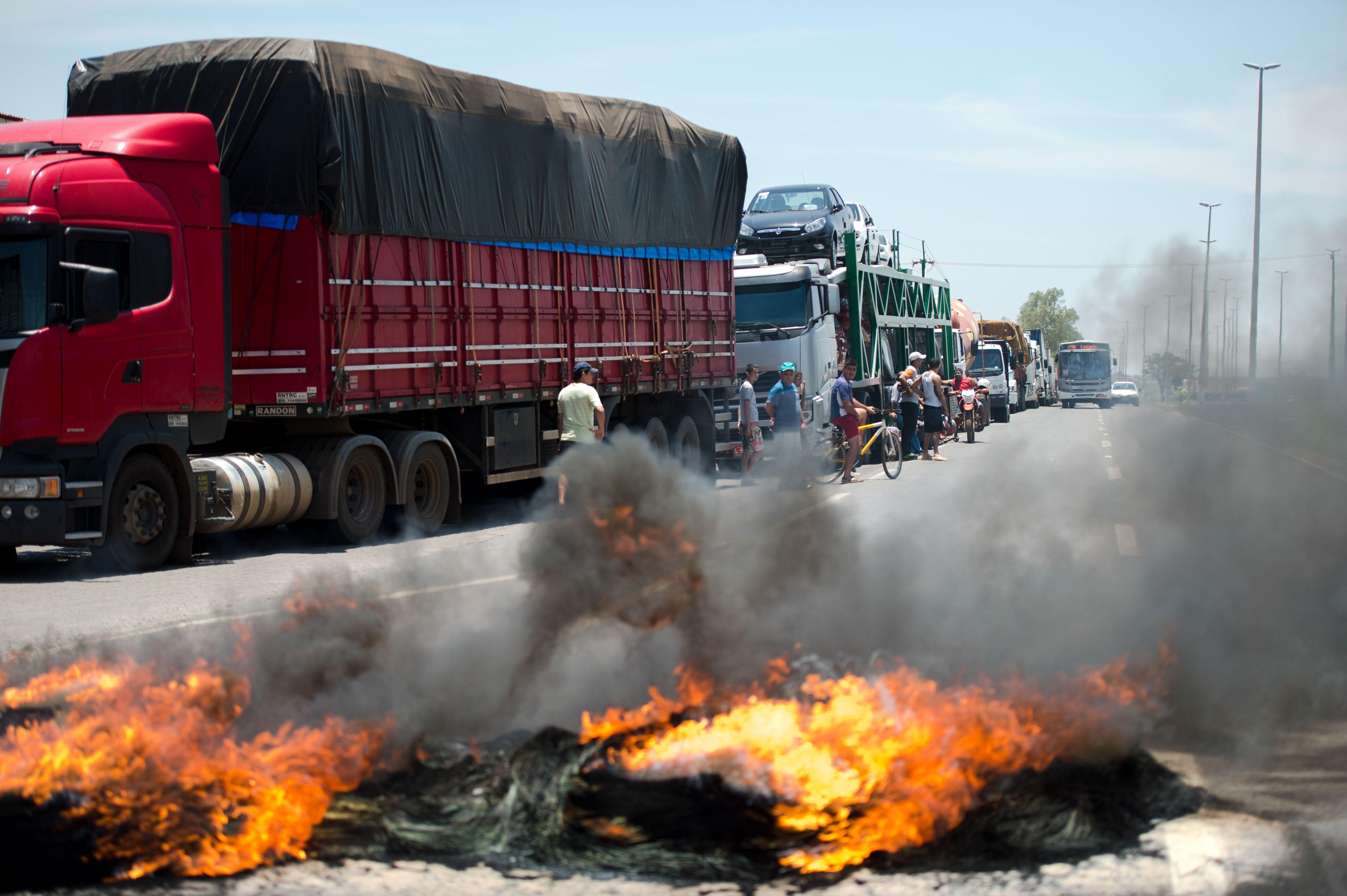 Transporte - caminhões - protesto caminhoneiros mobilização bloqueio rodovias manifestação