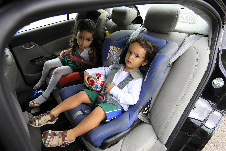 Transporte - geral - trânsito crianças cadeirinhas