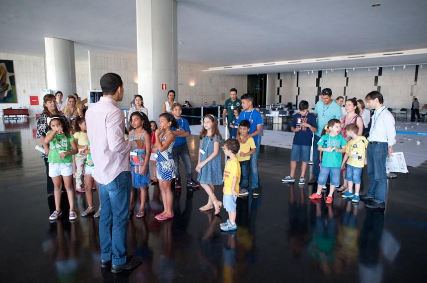 Cultura - Geral - Visitação do Congresso - Crianças no Salão Negro