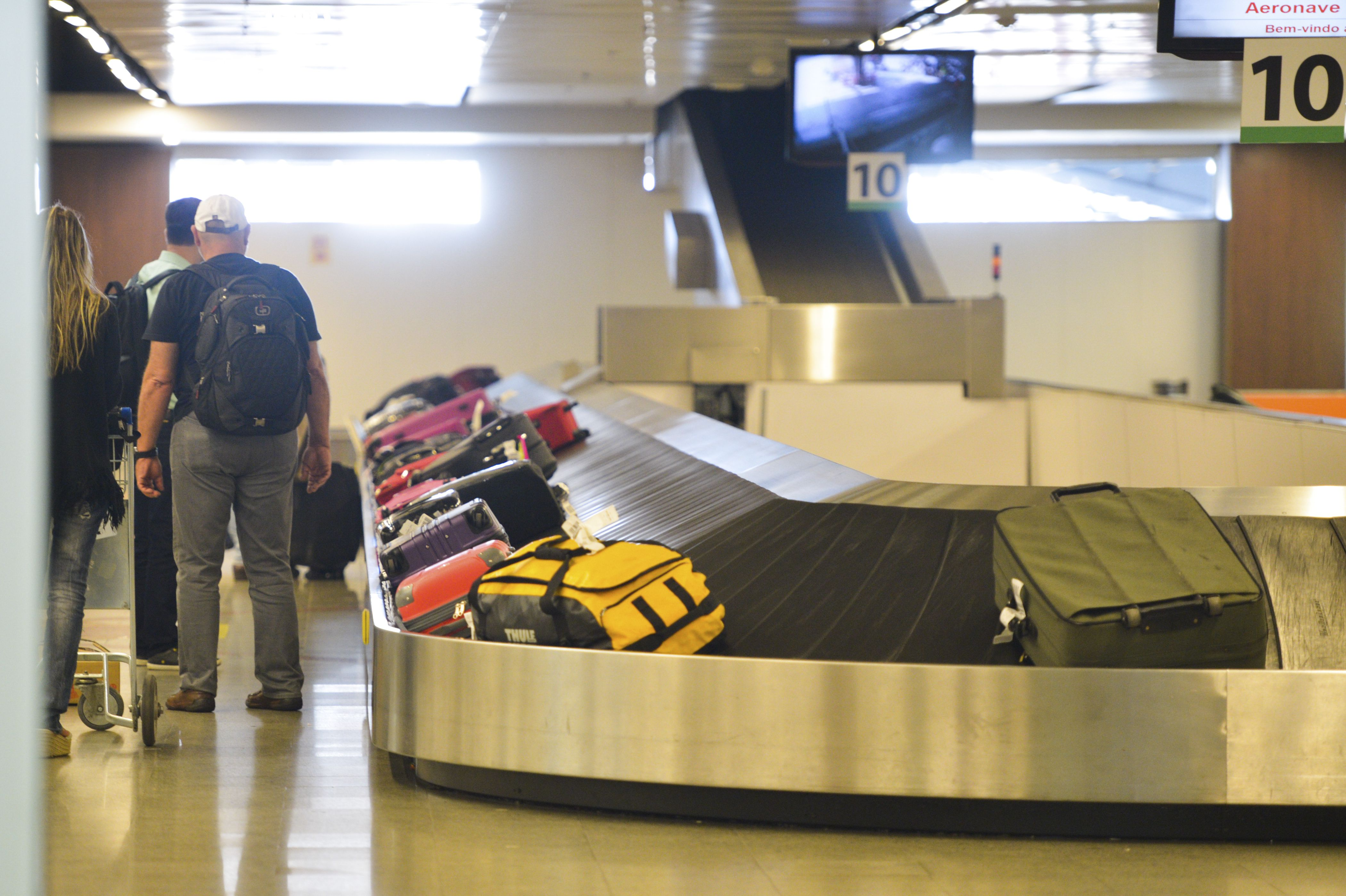 Transporte - aviação - esteira de bagagens malas aeroportos desembarques