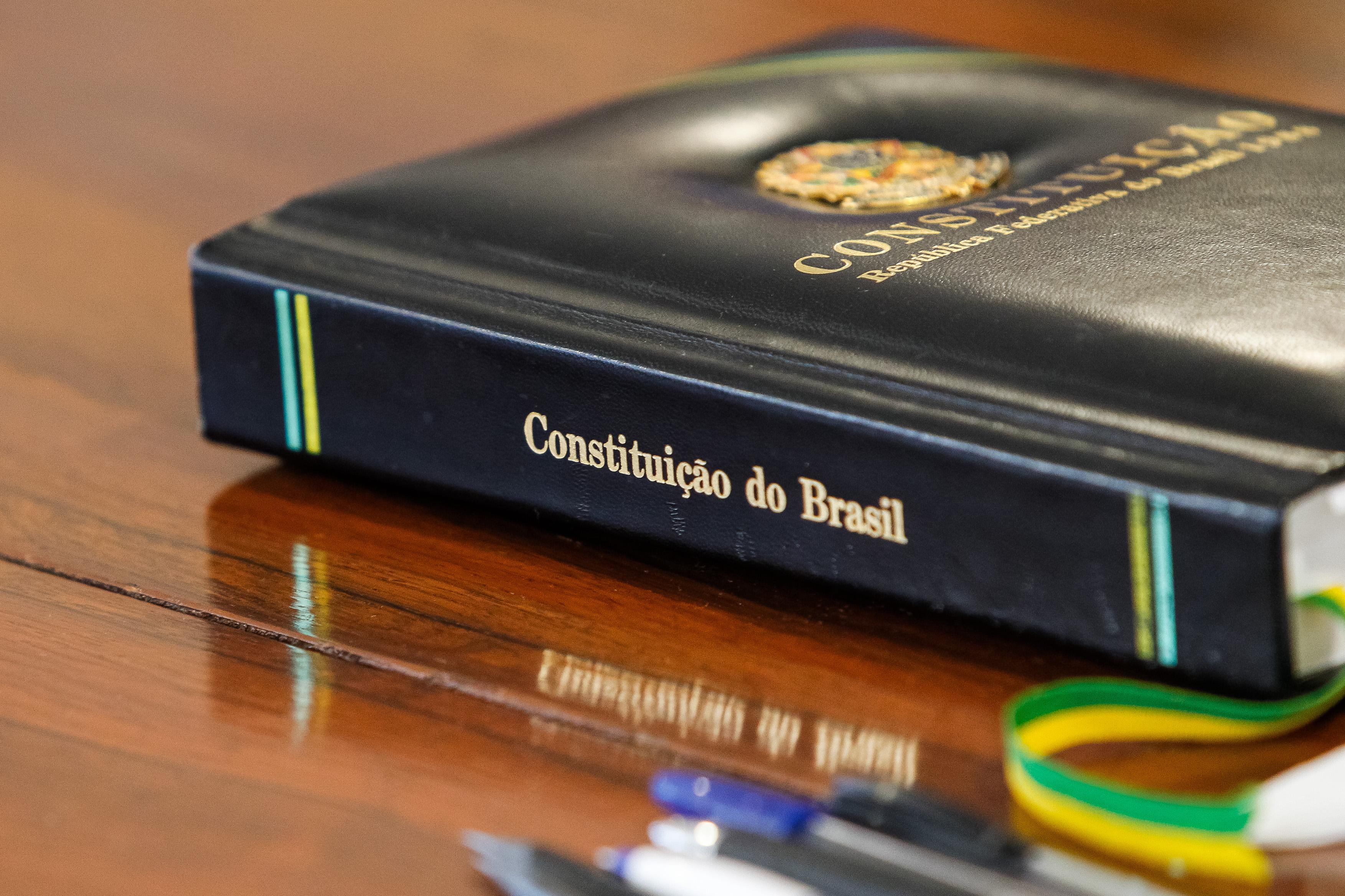 Direito e Justiça - Direito - Constituição da República Carta Magna