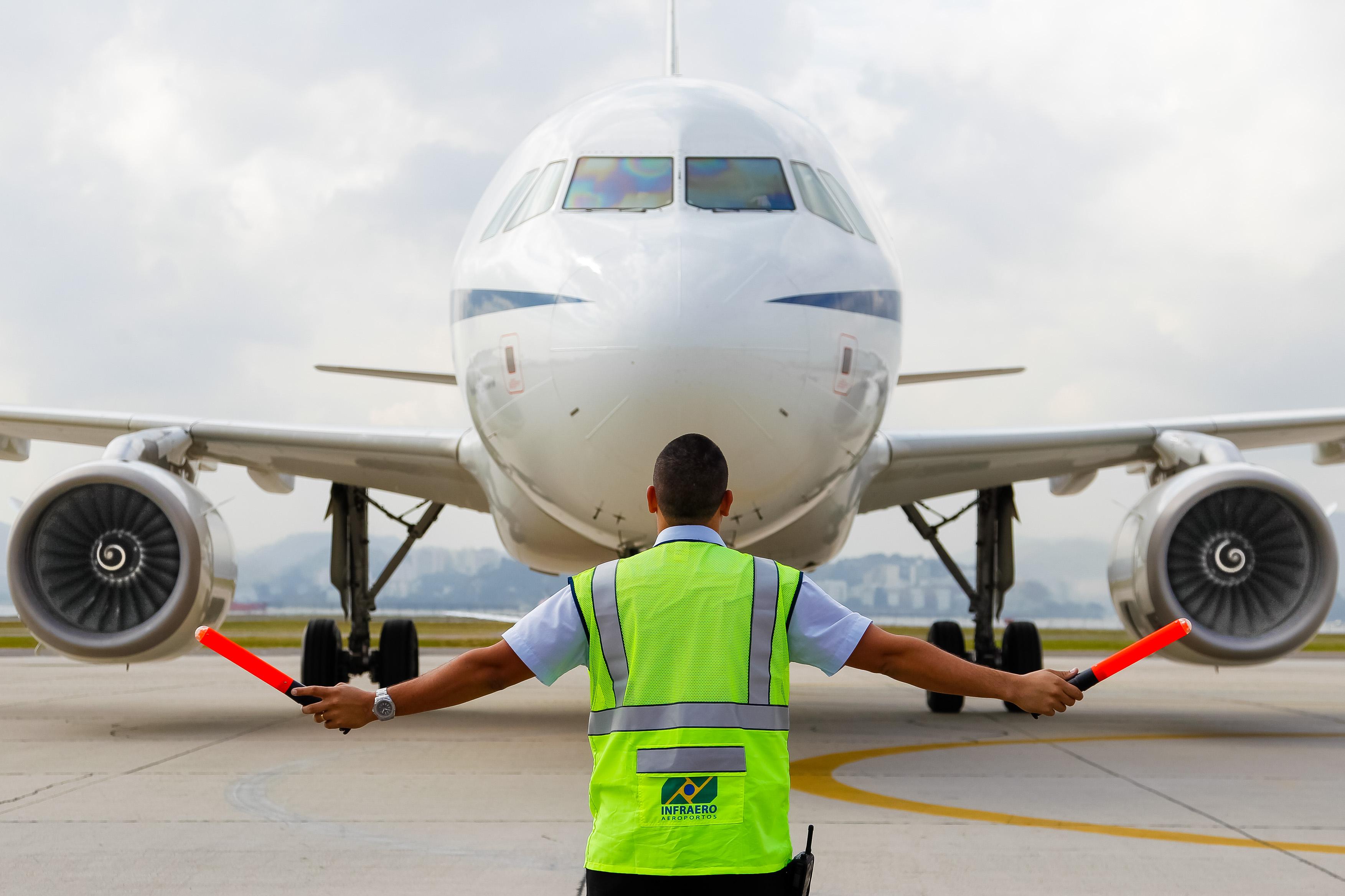 Transporte - aviação - pátio aeroportos voos viagens segurança pousos aterrissagens aeroportuários infraero