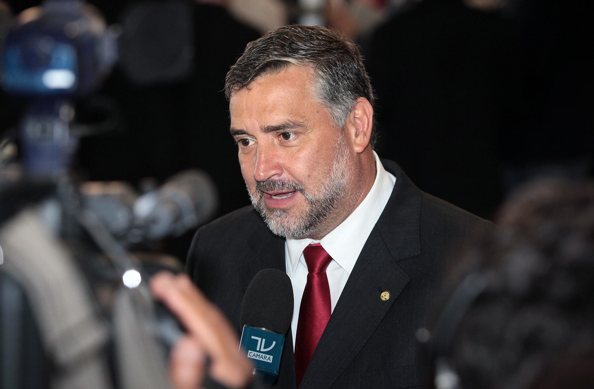 Coletiva de imprensa sobre a votação do julgamento da Presidente da República, Dilma Vana Rousseff. Dep. Paulo Pimenta (PT/RS)