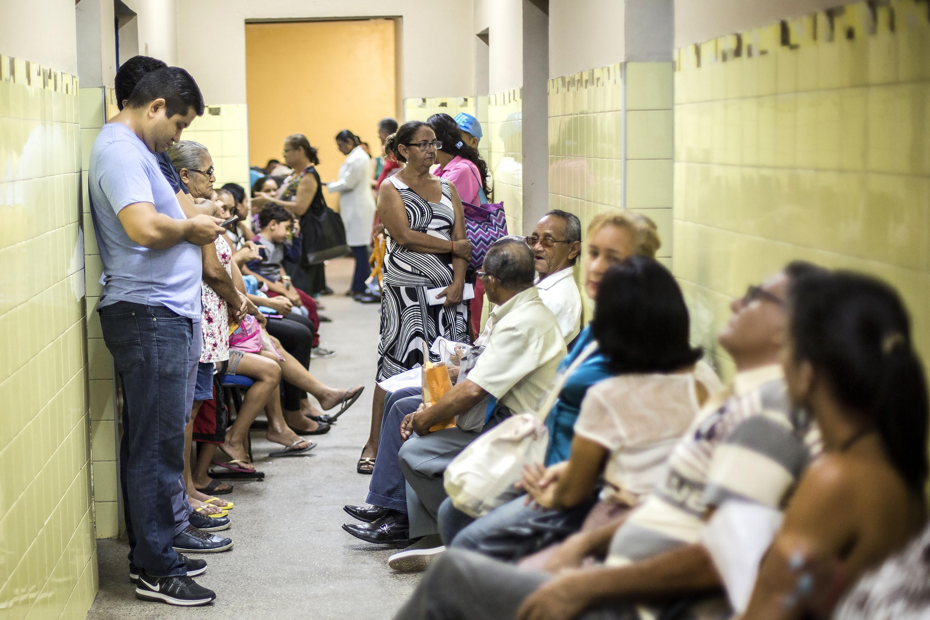 Saúde - hospitais - atendimento médico espera fila caos serviços públicos