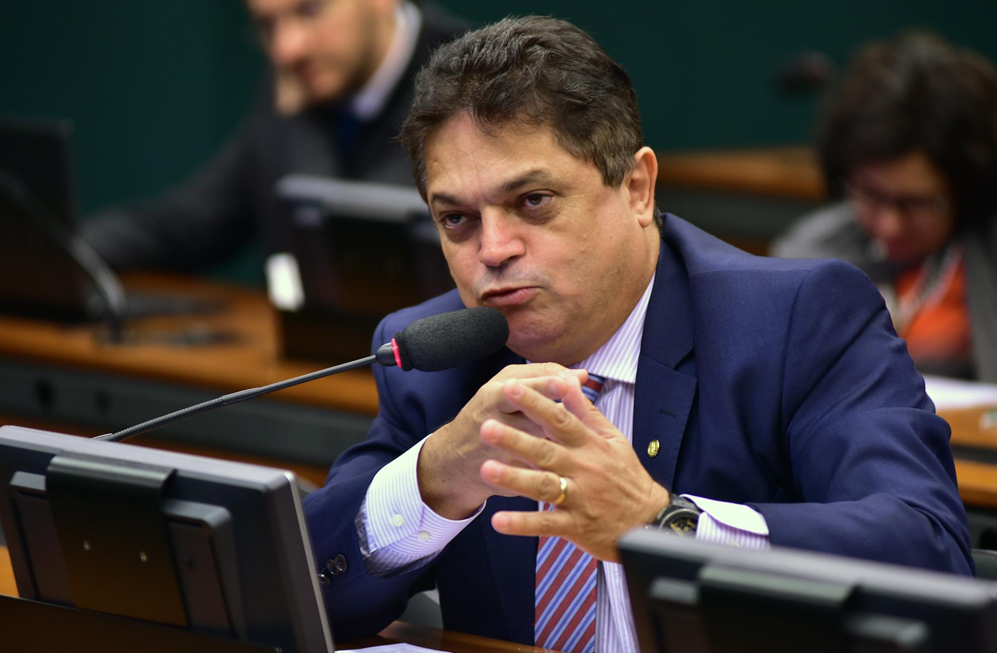 Audiência pública para esclarecimentos sobre fatos relacionados a investigações da CPI. Dep. João Rodrigues (PSD - SC)