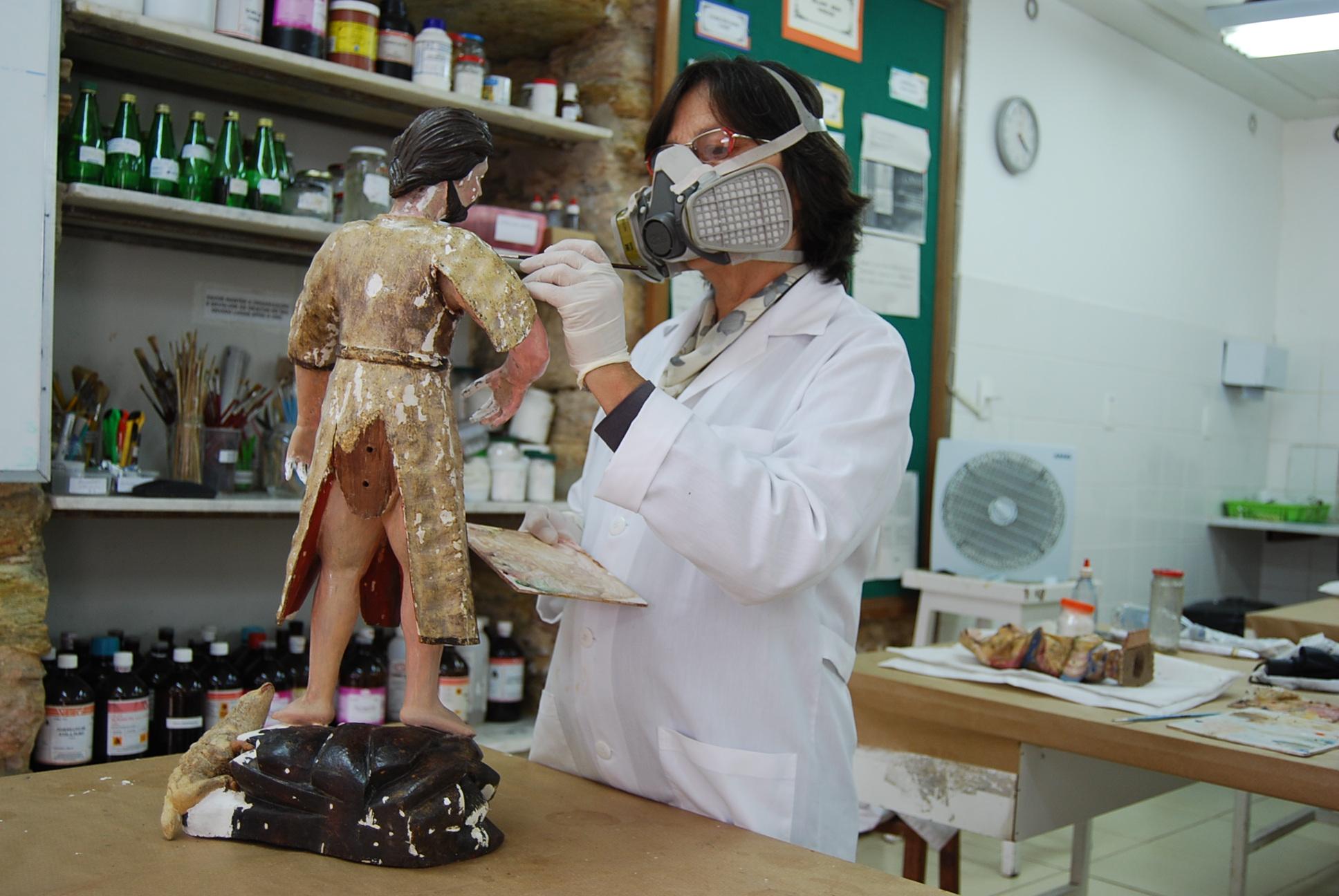 Cultura - artes plásticas - esculturas barroco restaurador patrimônio histórico museus conservação