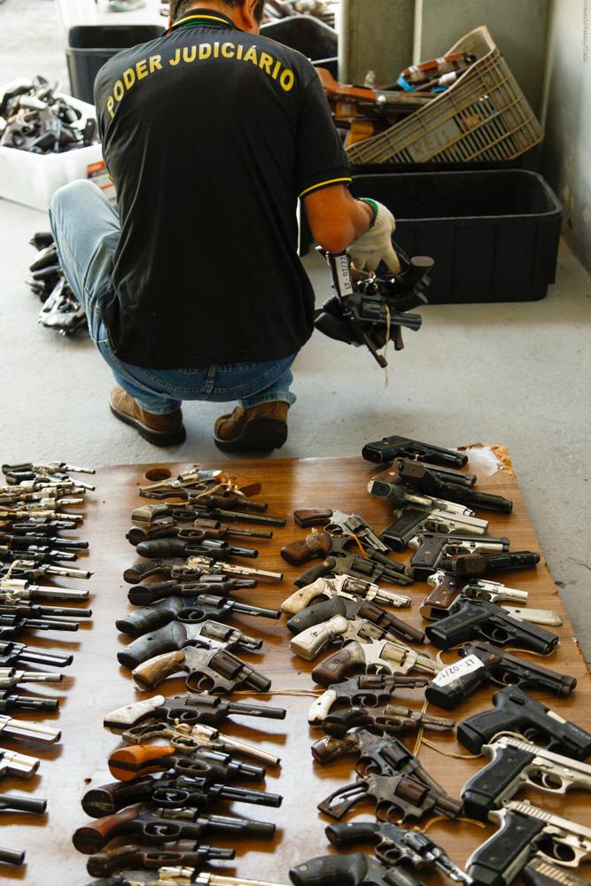 Segurança - armas - apreensão revólveres
