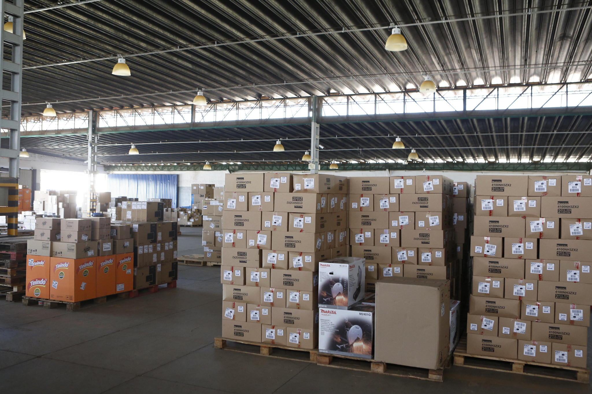 Economia - indústria e comércio - produtos exportação importação comércio eletrônico armazenagem