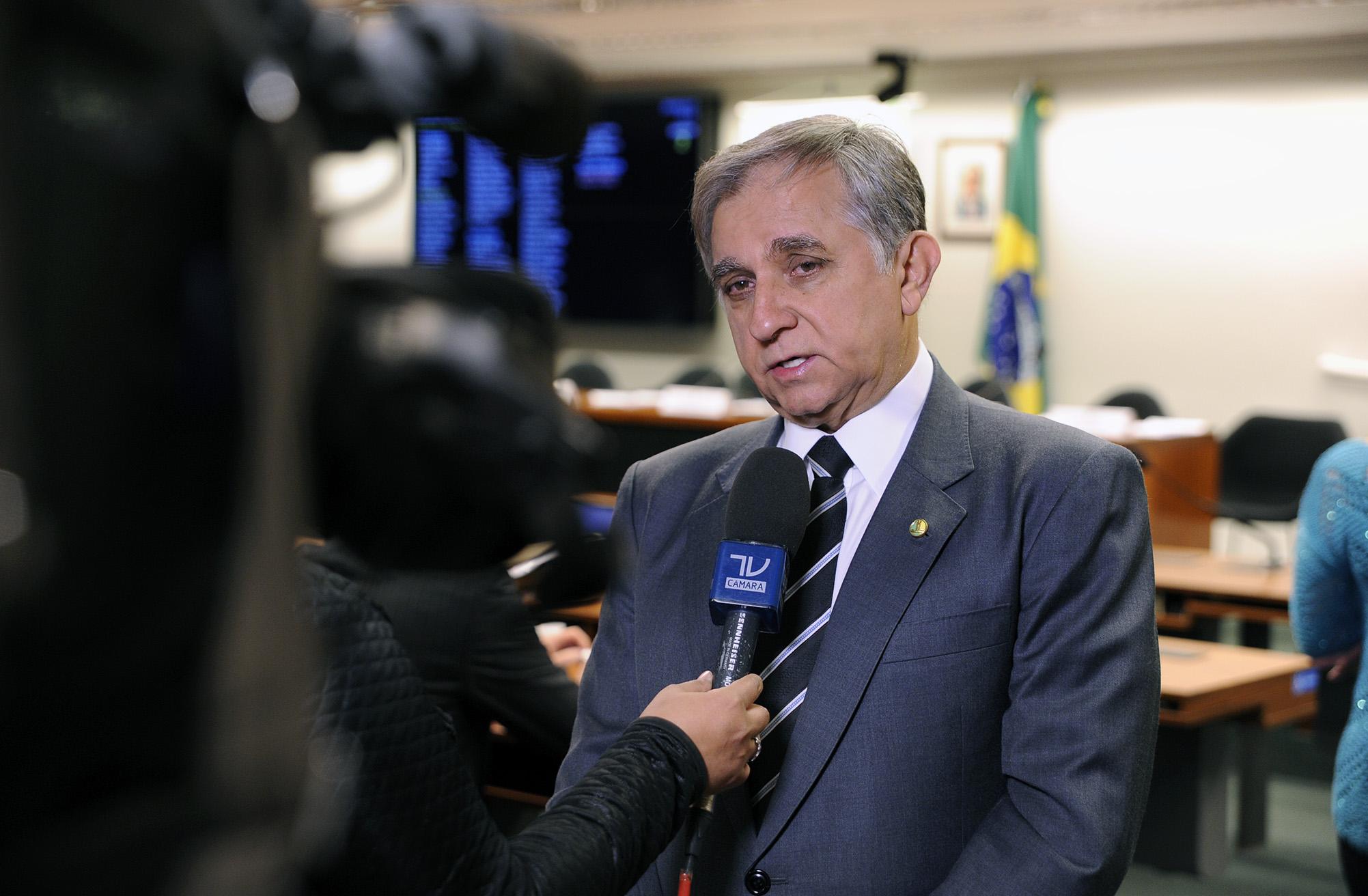 Dep. Izalci Lucas (PSDB - DF) concede entrevista