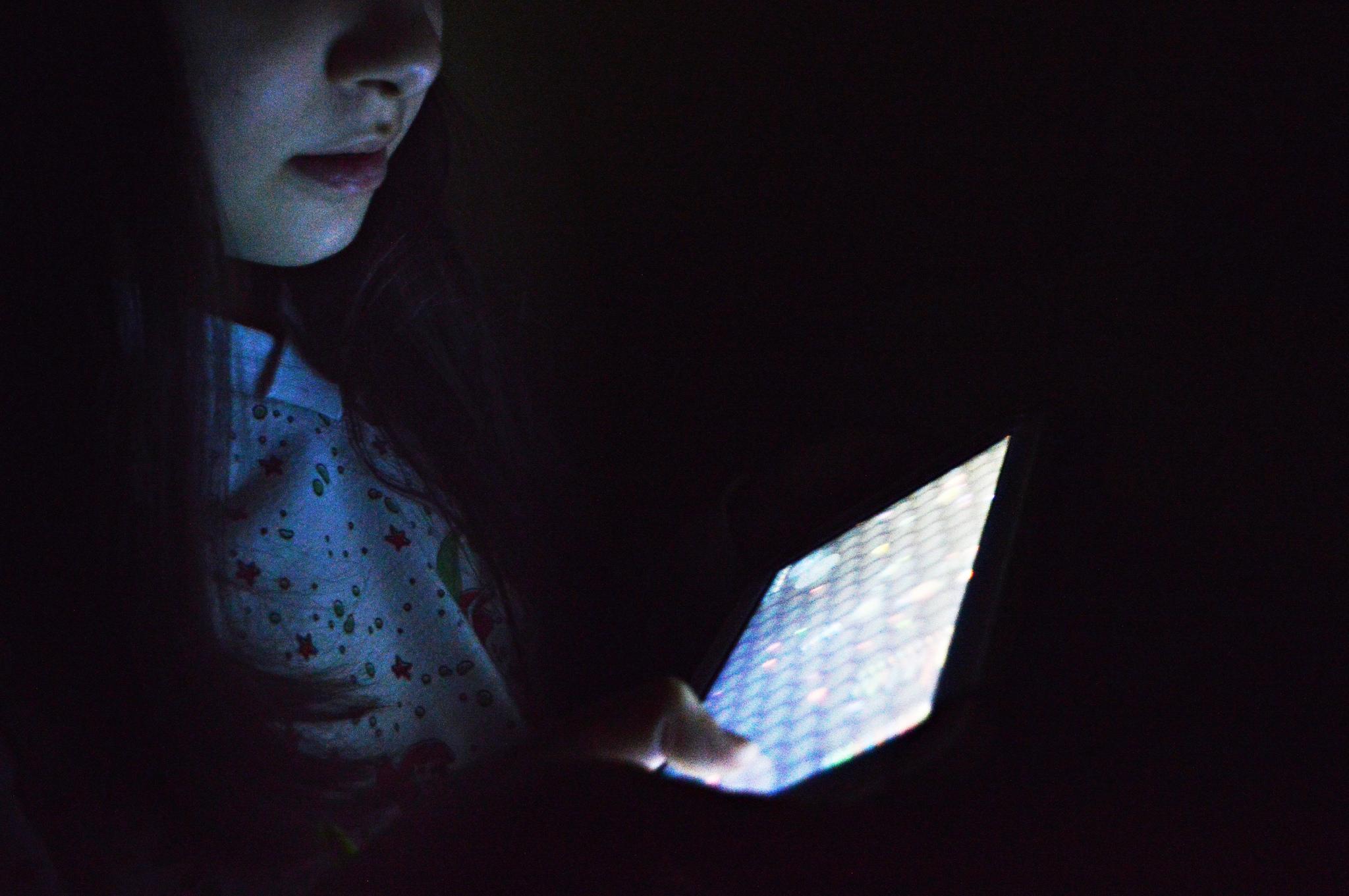 Comunicação - internet - adolescentes digital vício compulsão socialização redes sociais celulares smarthpones saúde
