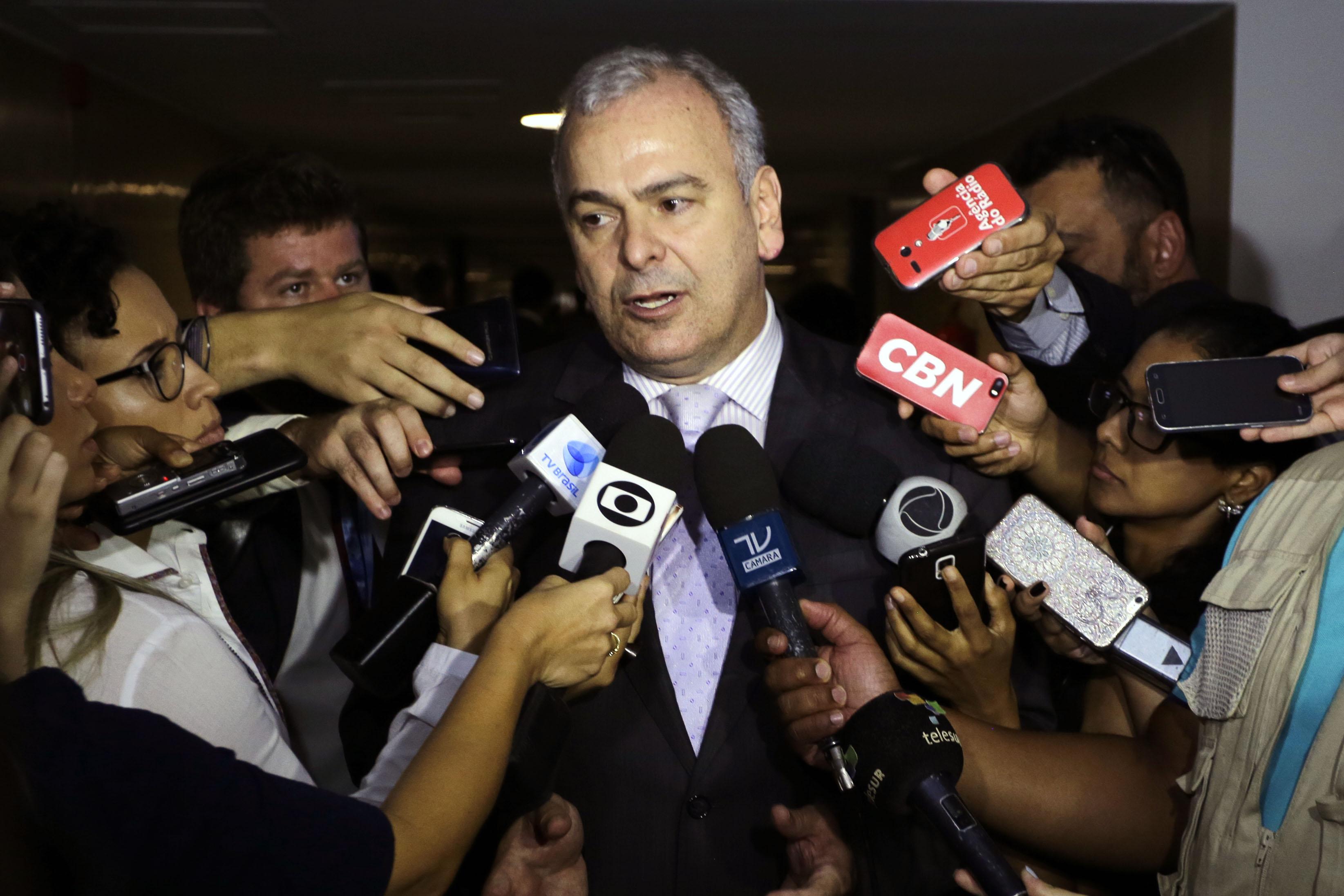Dep. Julio Delgado (PSB - MG) concede entrevista
