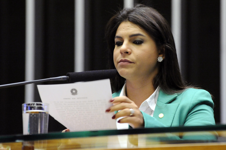 Segunda-secretária dep. Mariana Carvalho (PSDB / RO) faz a leitura do parecer da Comissão de Constituição e Justiça e de Cidadania – CCJC, sobre a denúncia contra o Presidente da República Michel Temer
