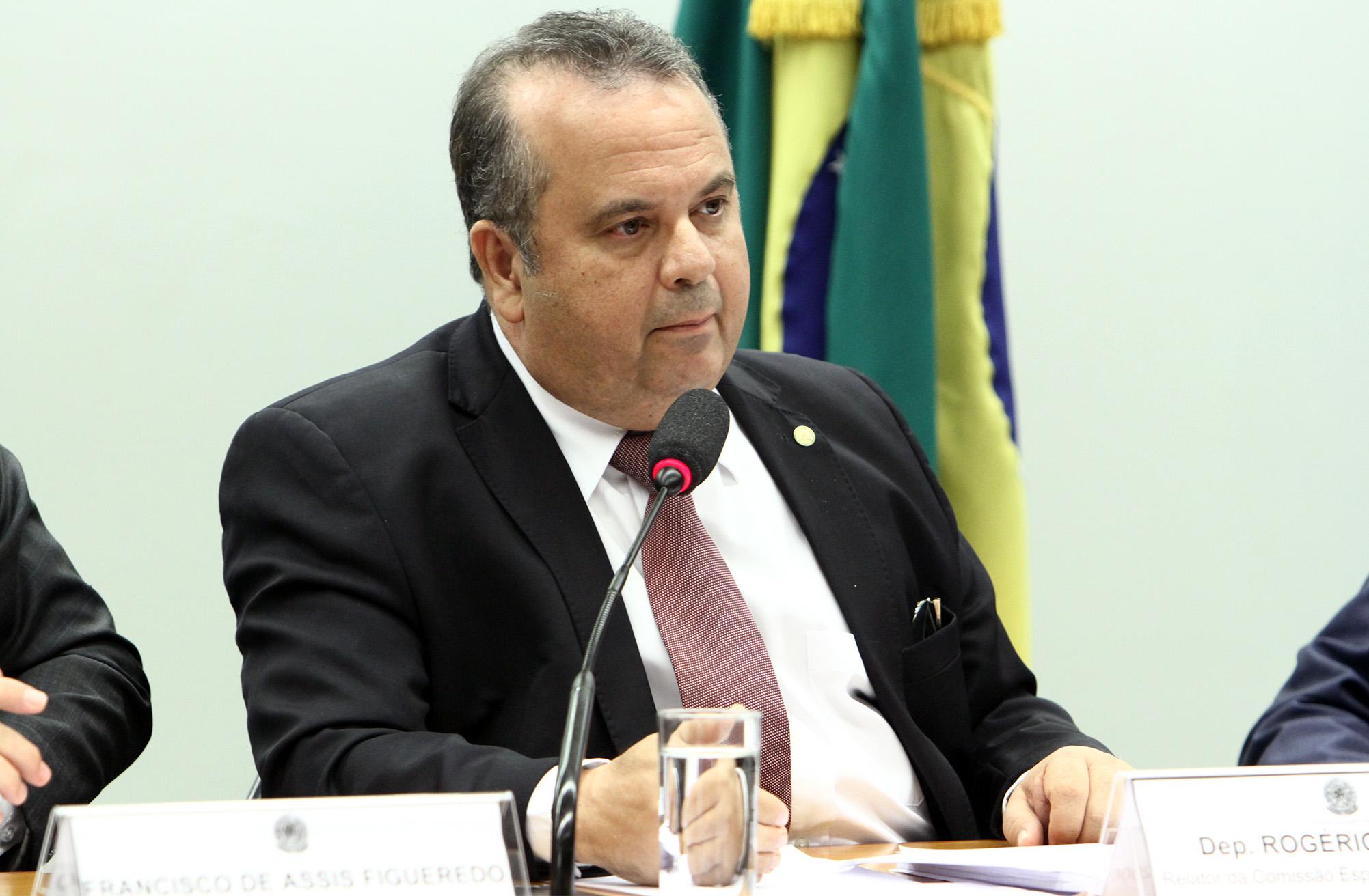 Audiência pública sobre a discussão das mudanças propostas para os Planos de Saúde em virtude do PL 7419/2006. Dep. Rogério Marinho (PSDB - RN)