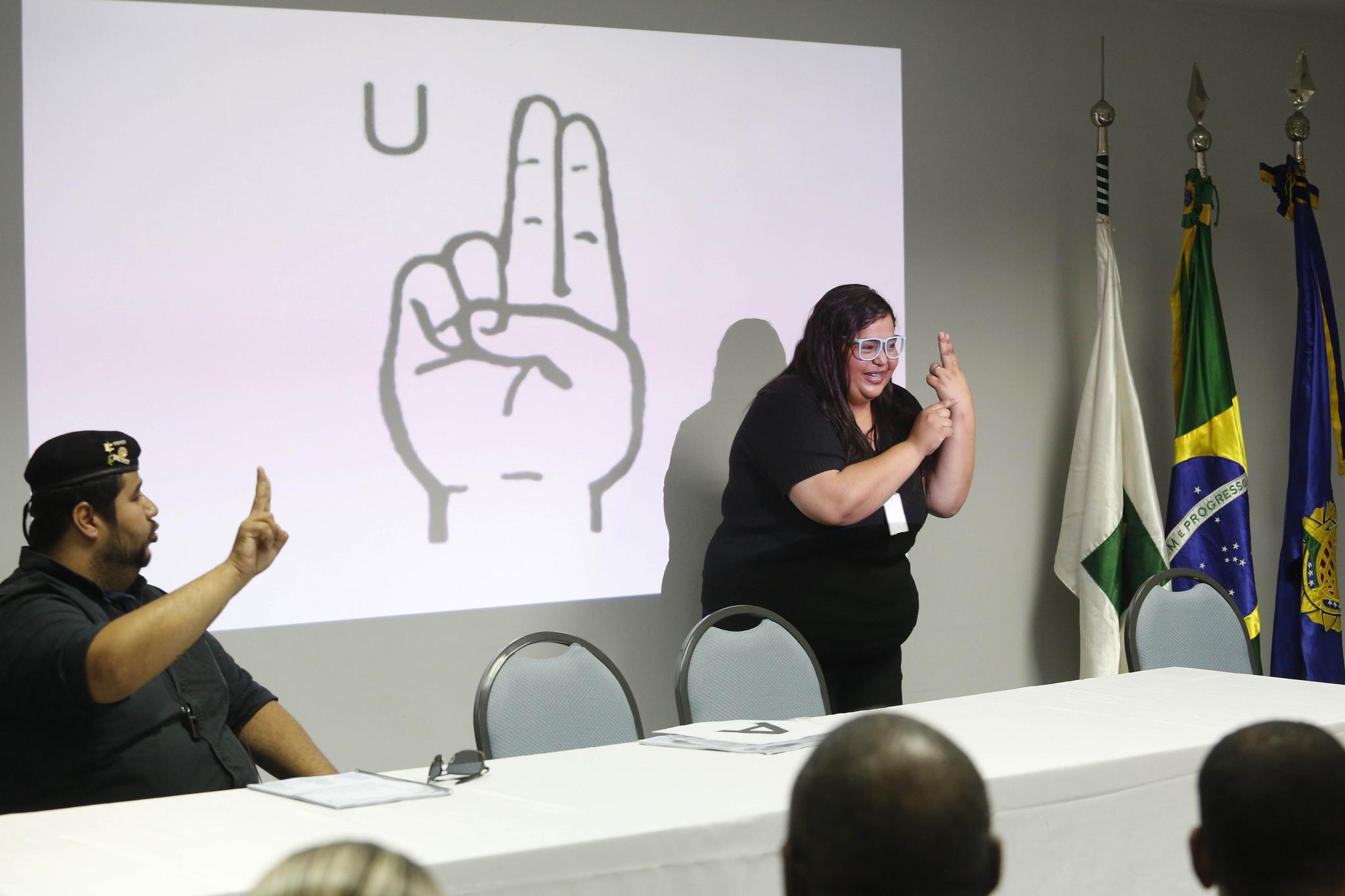 Direitos Humanos - deficiente - curso Libras deficientes auditivos surdos