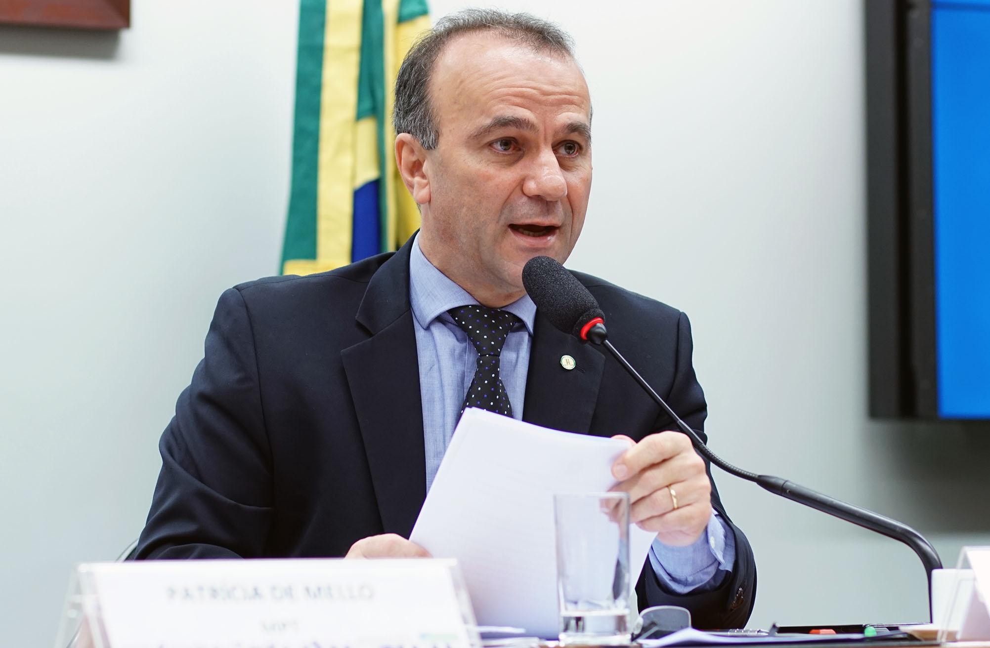 Audiência pública para instruir sobre o PL 2.563/2015, que Institui o monitoramento do uso de trabalho forçado e de trabalho infantil em Estados estrangeiros. Dep. Helder Salomão (PT - ES)