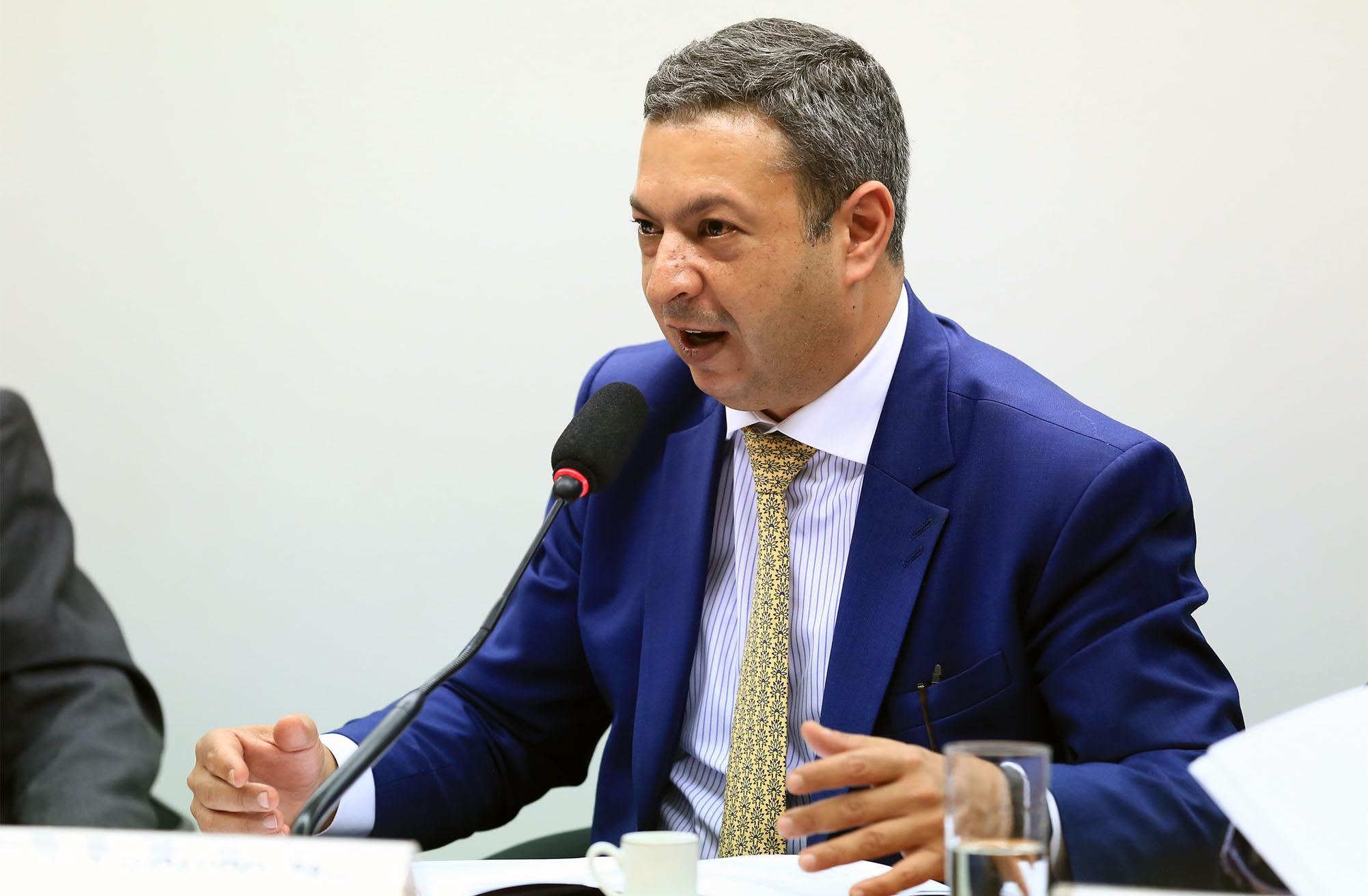 Audiência pública sobre a aplicação de multas pelo Conselho Regional de Farmácia do Estado de São Paulo a clínicas e consultórios médicos. Dep. Ricardo Izar (PP - SP)