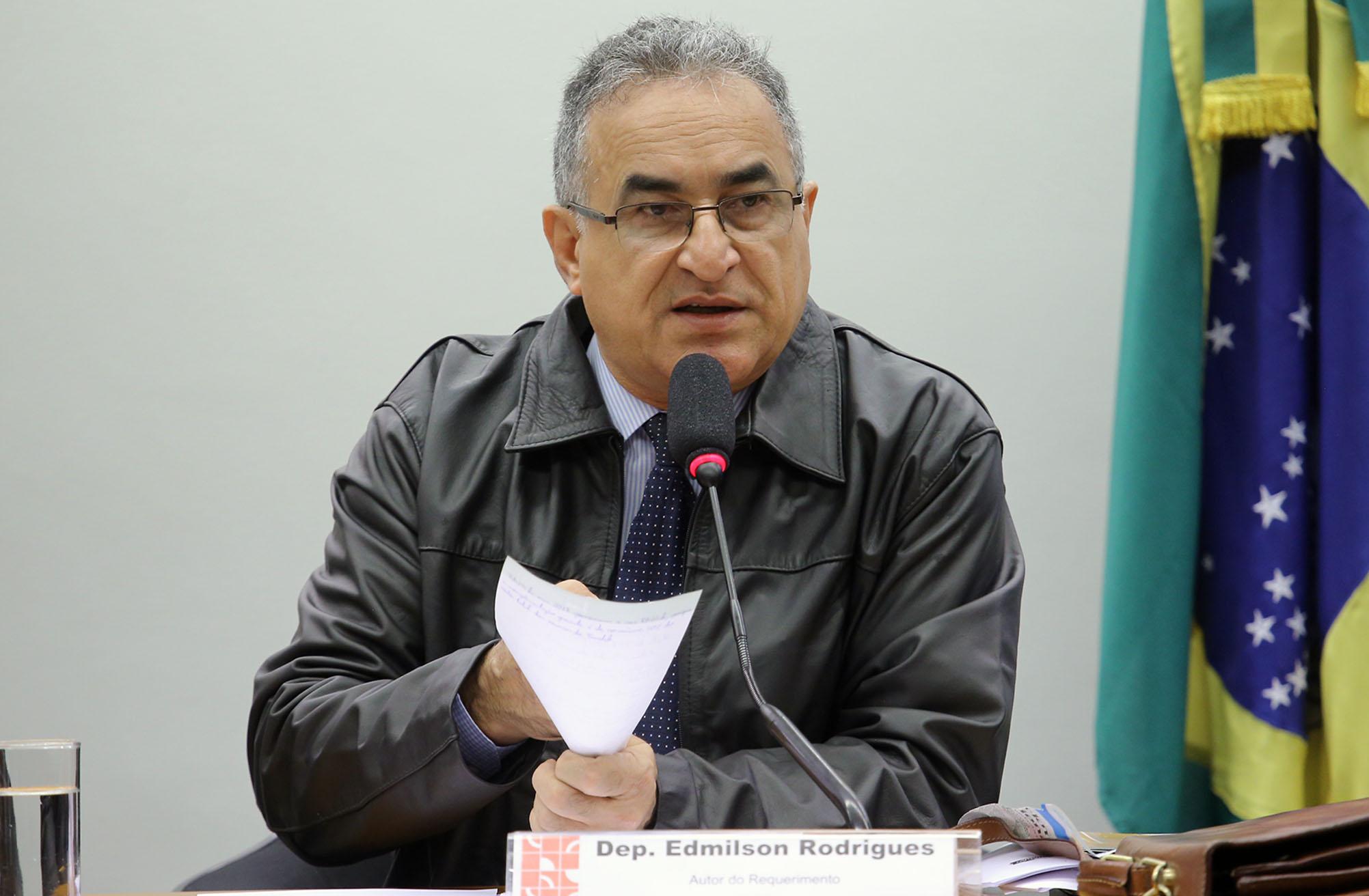 Audiência pública sobre o PL 7029/2013 - Alterações do FUNDEB. Dep. Edmilson Rodrigues (PSOL - PA)