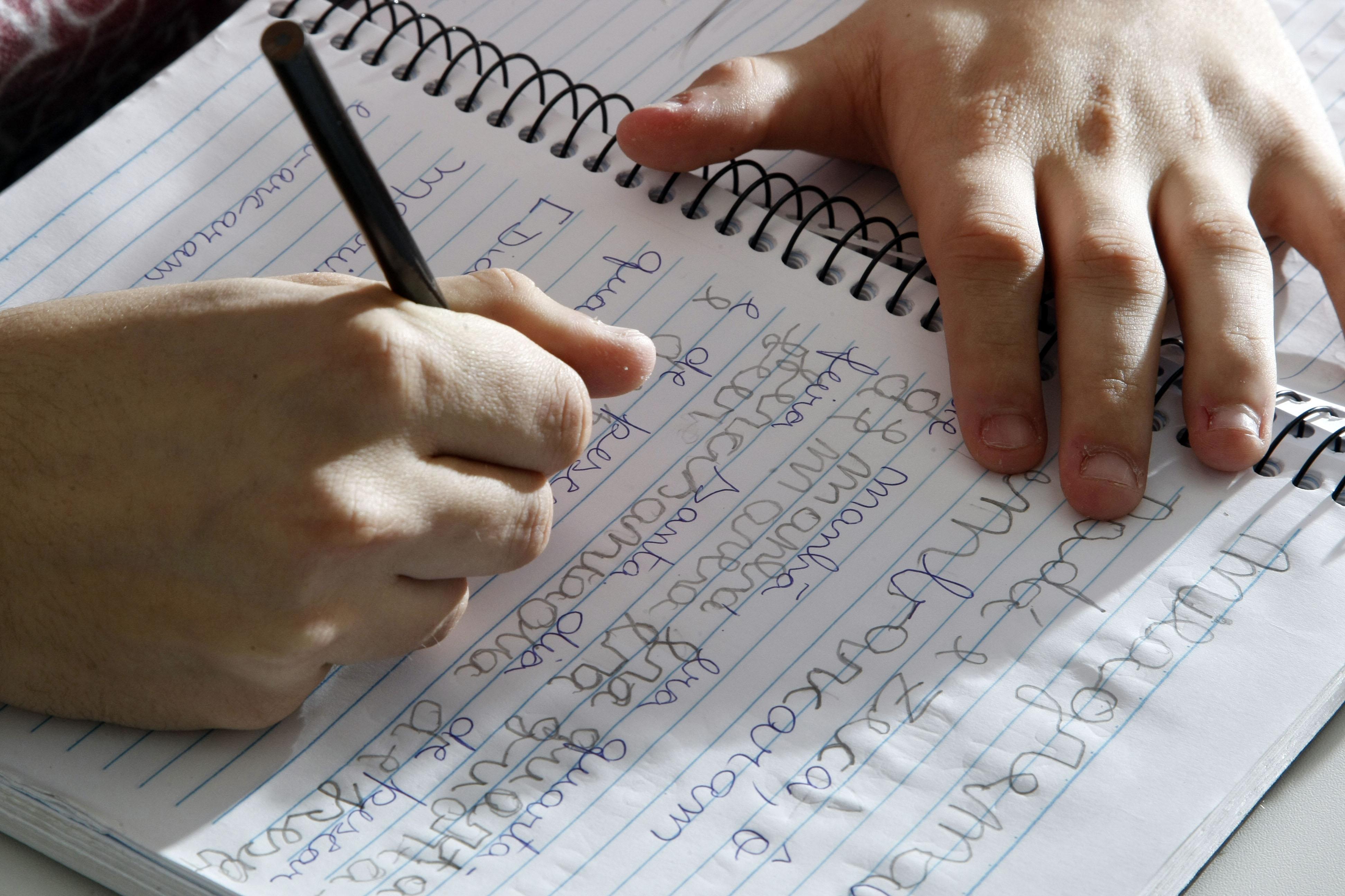 Educação - geral - alfabetização adultos analfabetismo escrita ensino