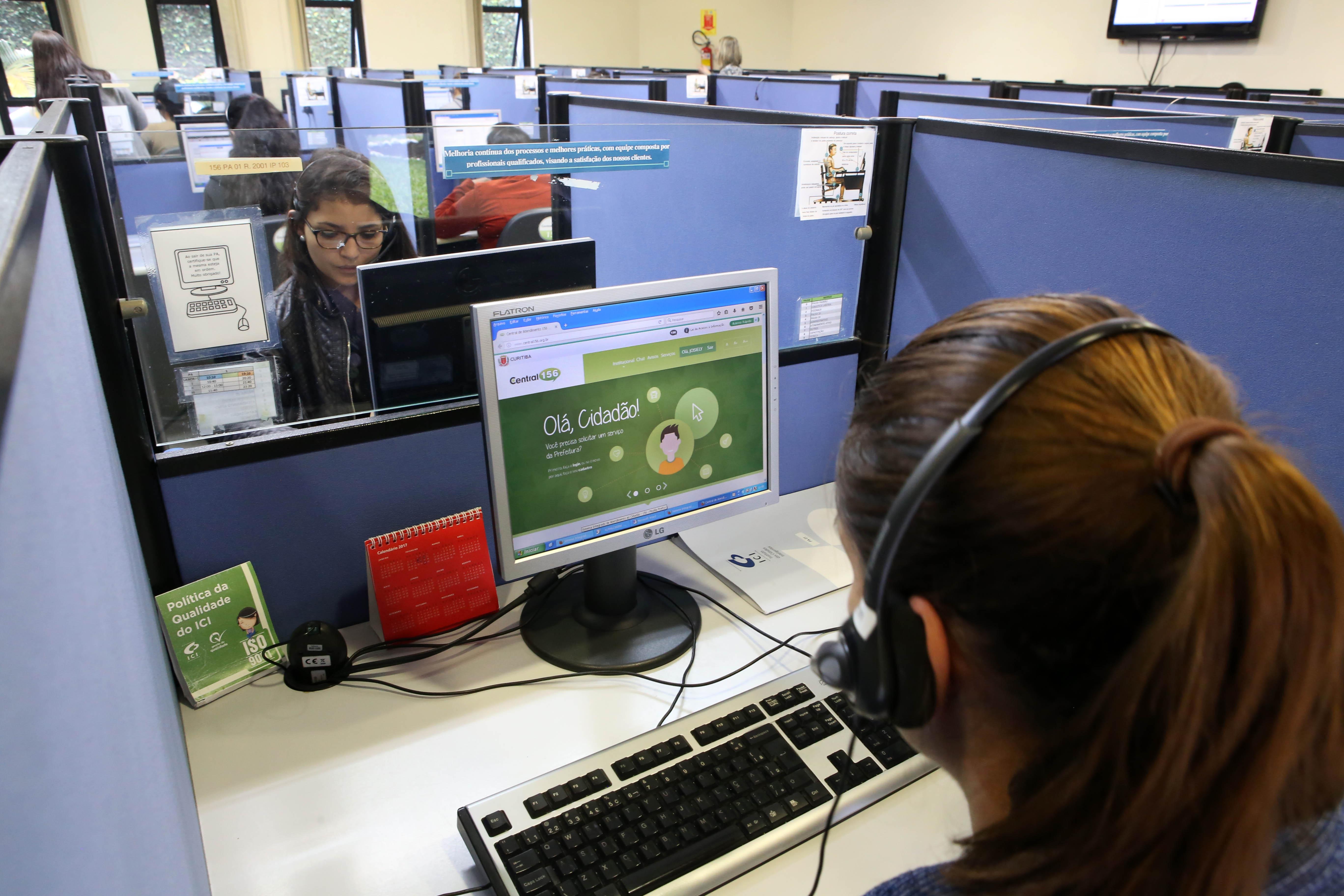 Trabalho - geral - mulher trabalhadora feminina gênero mercado telemarketing