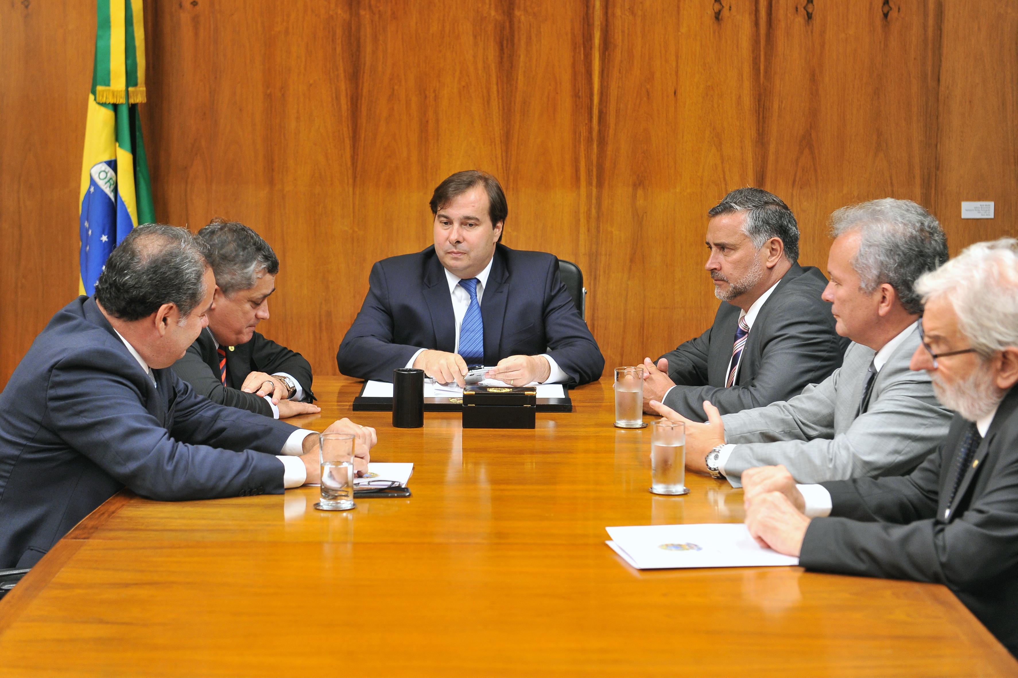 Presidente da Câmara dep. Rodrigo Maia (DEM-RJ) se reúne com deputados da minoria