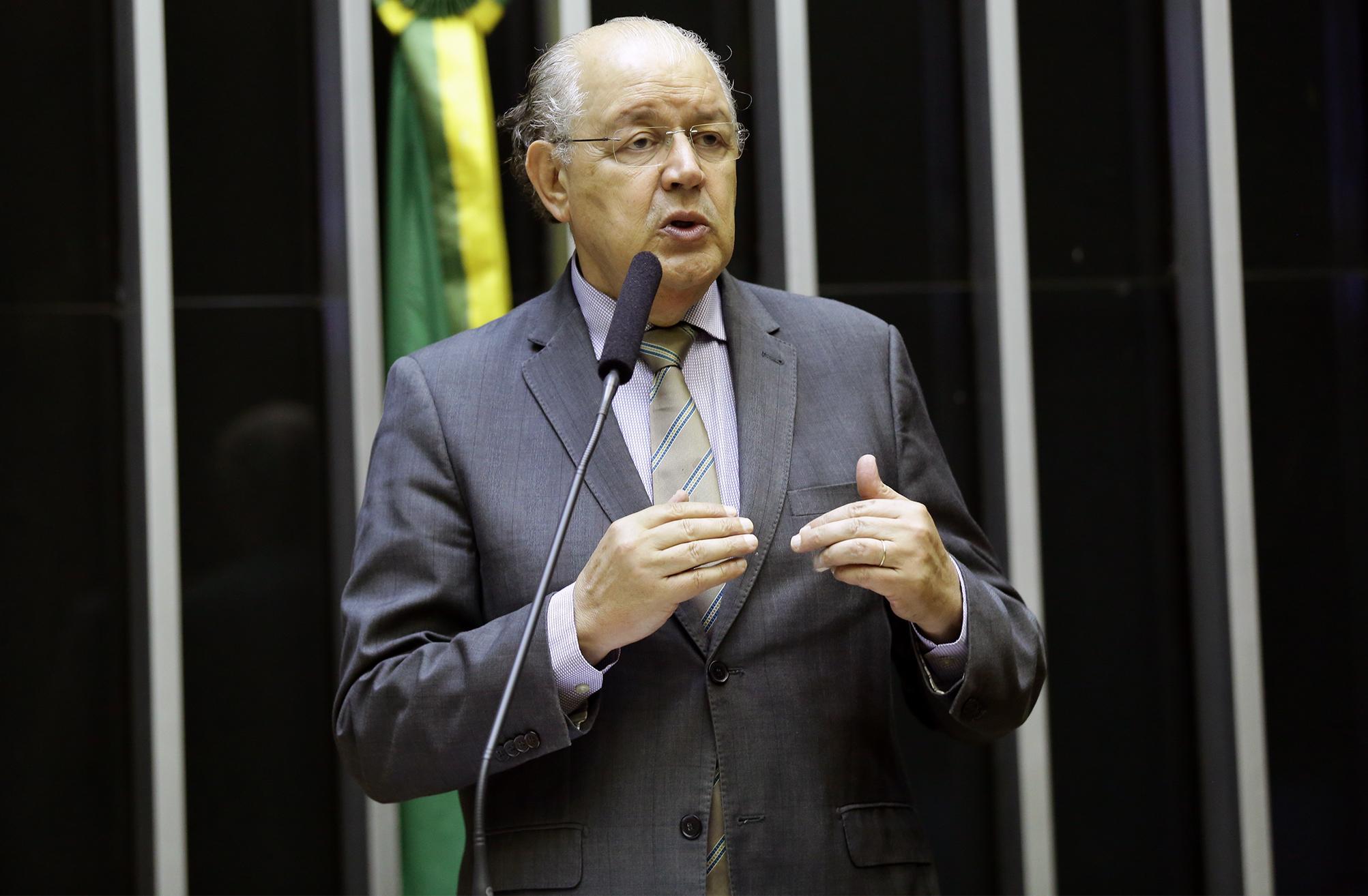 Sessão Solene em Homenagem aos Vinte anos da Sanção da Lei nº 9755 de 1998, conhecida como Lei Hauly. Dep. Luiz Carlos Hauly (PSDB - PR)