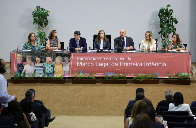 O seminário faz parte da programação alusiva às comemorações ao dia Internacional da Mulher e das comemorações em torno dos 30 anos de promulgação da CF de 1988