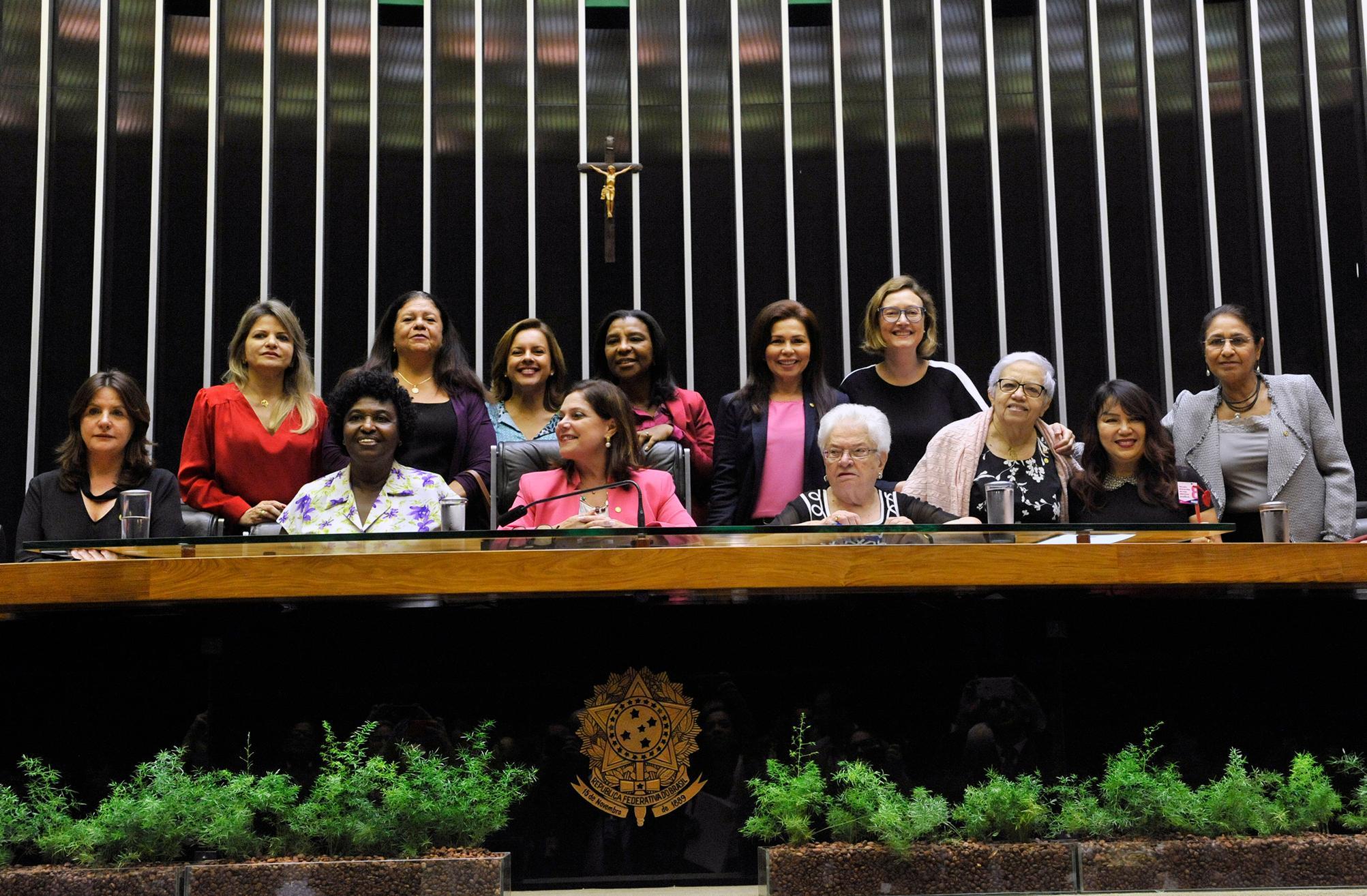 Outorga da Medalha Mietta Santiago em Comemoração ao Dia Internacional da Mulher