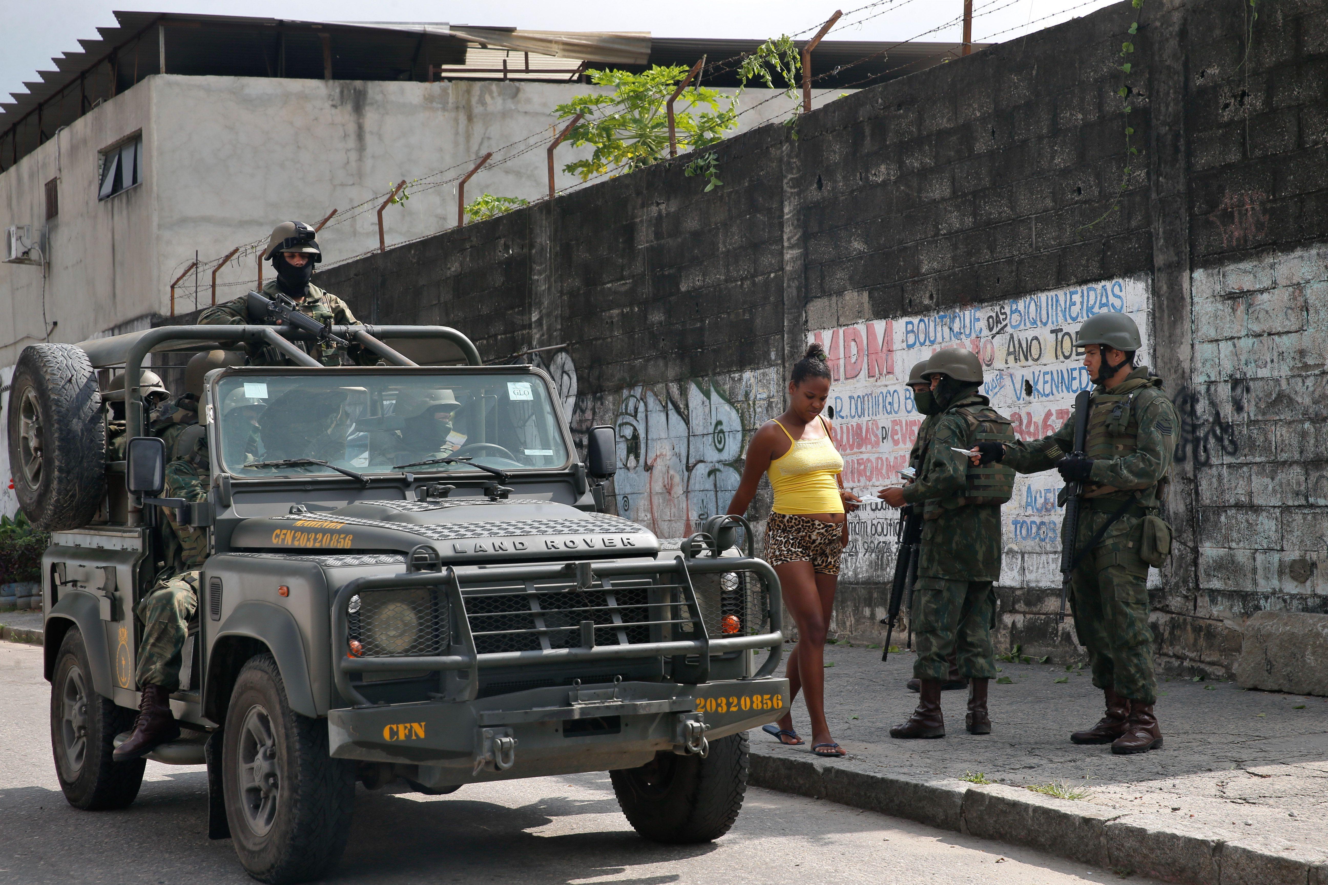 Segurança - geral - favelas intervenção federal Exército militares violência