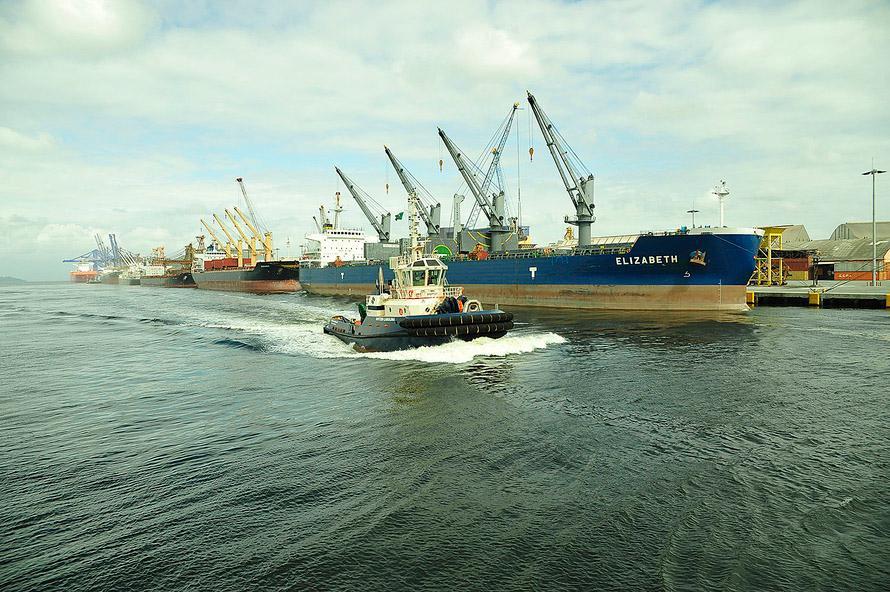 Transportes - barcos e portos - navios Paranaguá (PR)