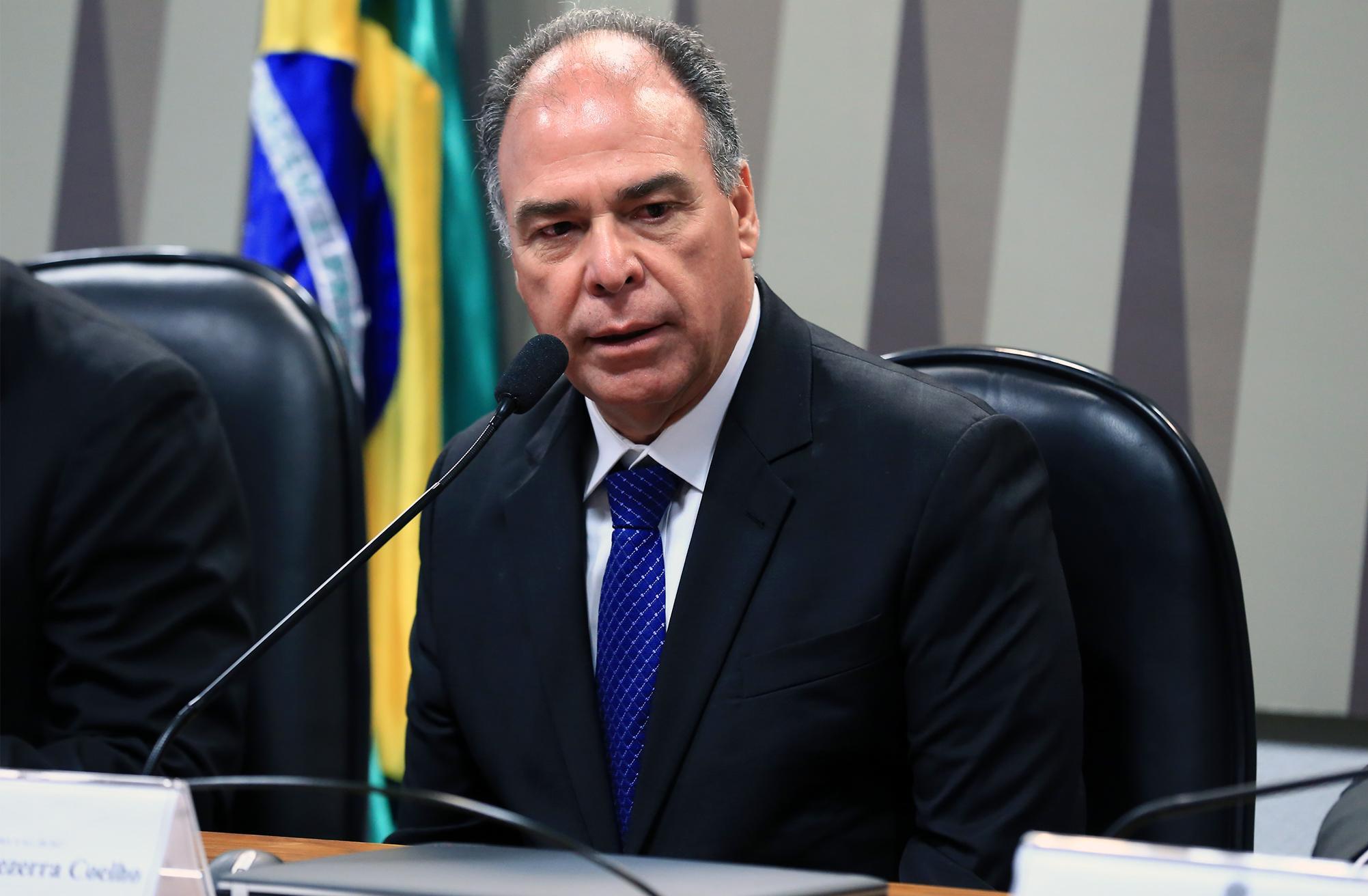 Audiência pública sobre a MP 811/17, que autoriza empresa pública a vender diretamente petróleo do pré-sal da União. Sen. Fernando Bezerra Coelho