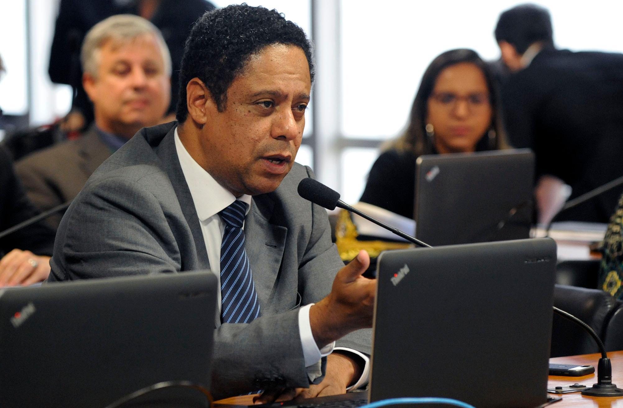 Audiência pública sobre a MP 820/18, que trata do acolhimento de estrangeiros que se refugiam no Brasil para escapar de crises humanitárias. Dep. Orlando Silva (PCdoB - SP)