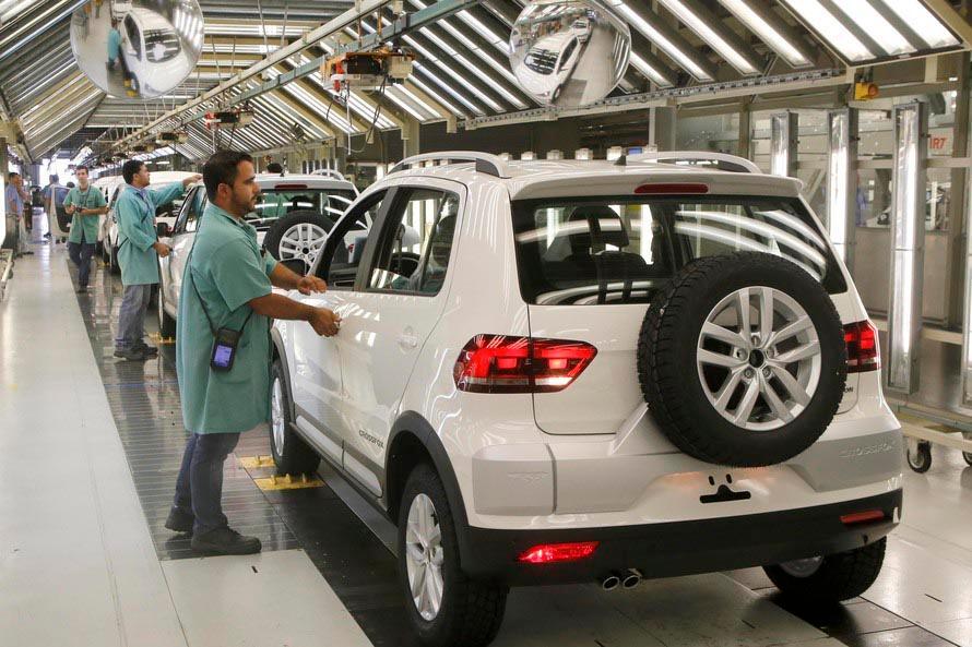 Economia - indústria e comércio - empregos produção PIB setor produtivo fábricas funcionários trabalhadores