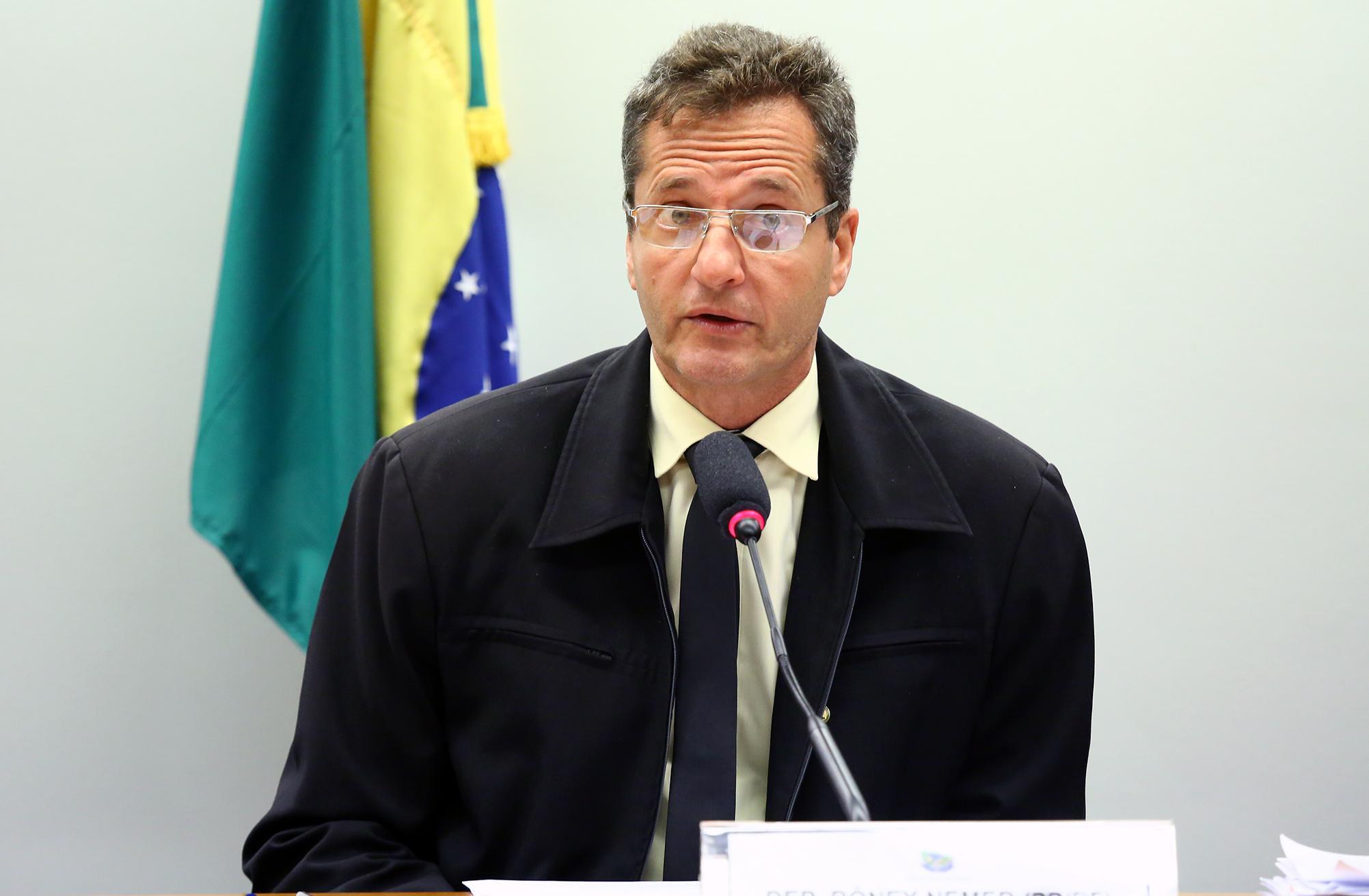 Audiência pública para discussão sobre o cercamento com grades dos prédios residenciais localizados no Cruzeiro Novo-DF. Dep. Rôney Nemer (PP - DF)