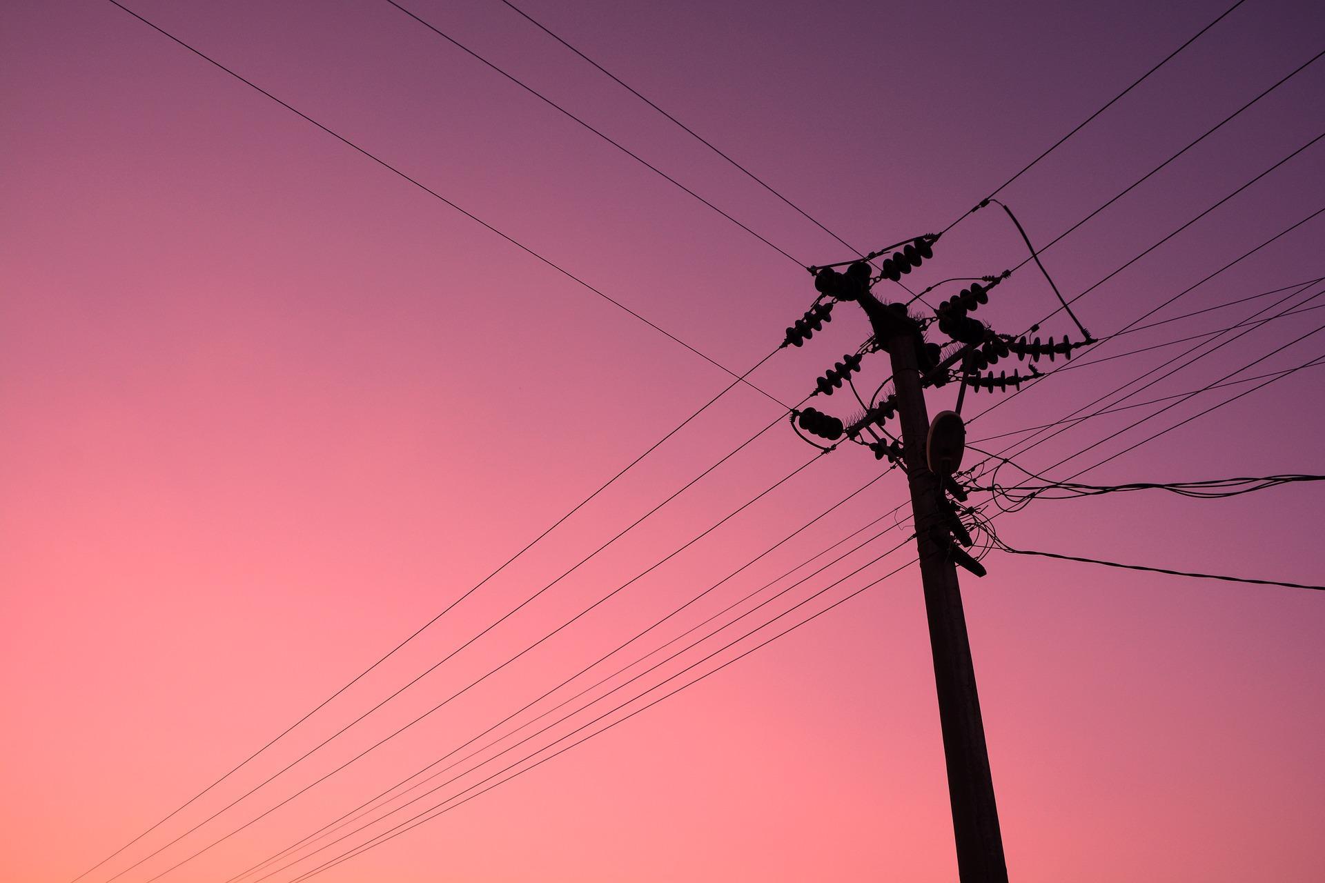 Energia - elétrica - fiação cabos roubo de eletricidade fios infraestrutura