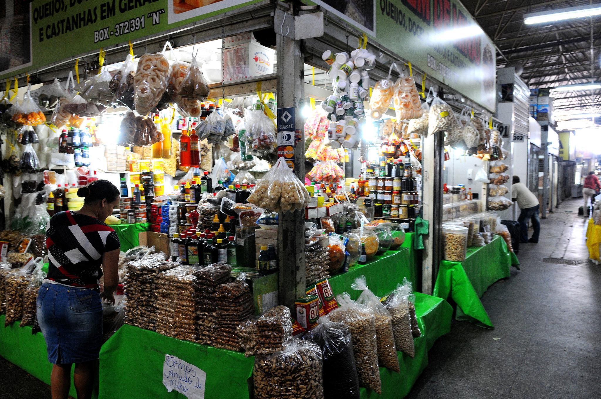 Economia - indústria e comércio - feiras populares alimentos alimentação