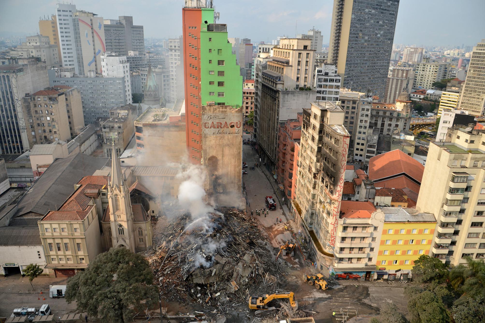 Habitação - geral - desabamento incêndio prédio centro de São Paulo sem-teto