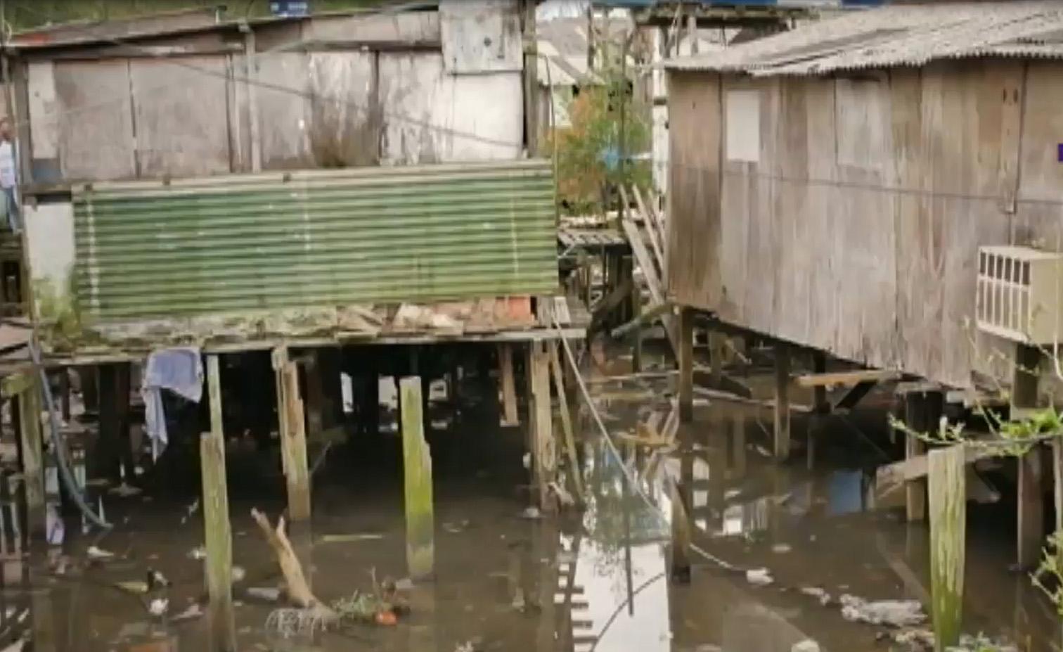 Cidades - favelas e pobreza - palafitas saneamento básico esgotos dejetos doenças
