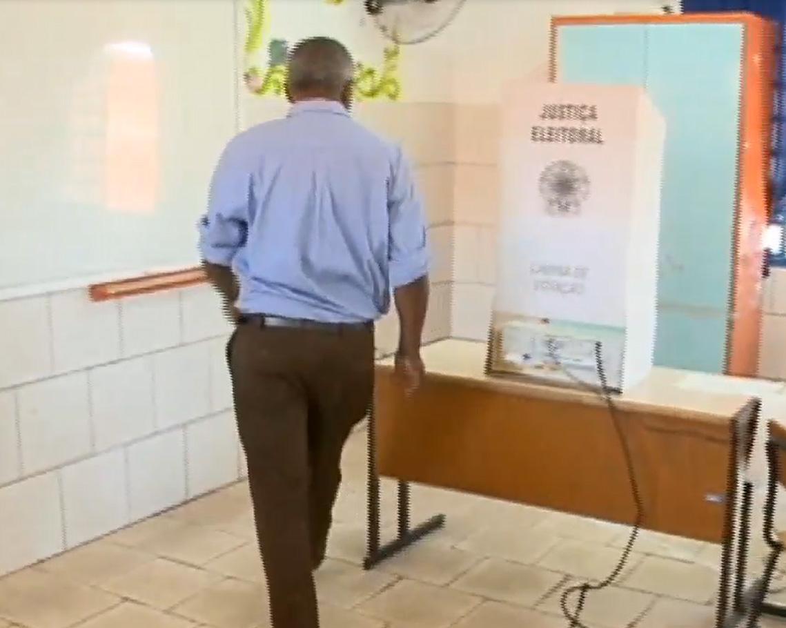 Política - eleições - urna de votação eleitores voto eletrônico