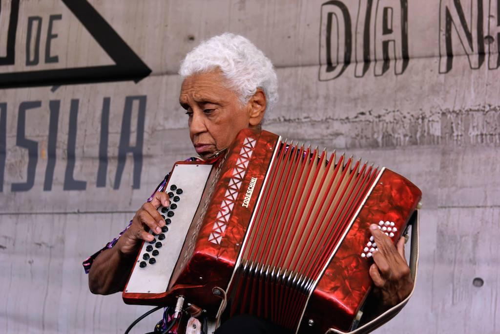 Dona Gracinha- sanfona - idoso