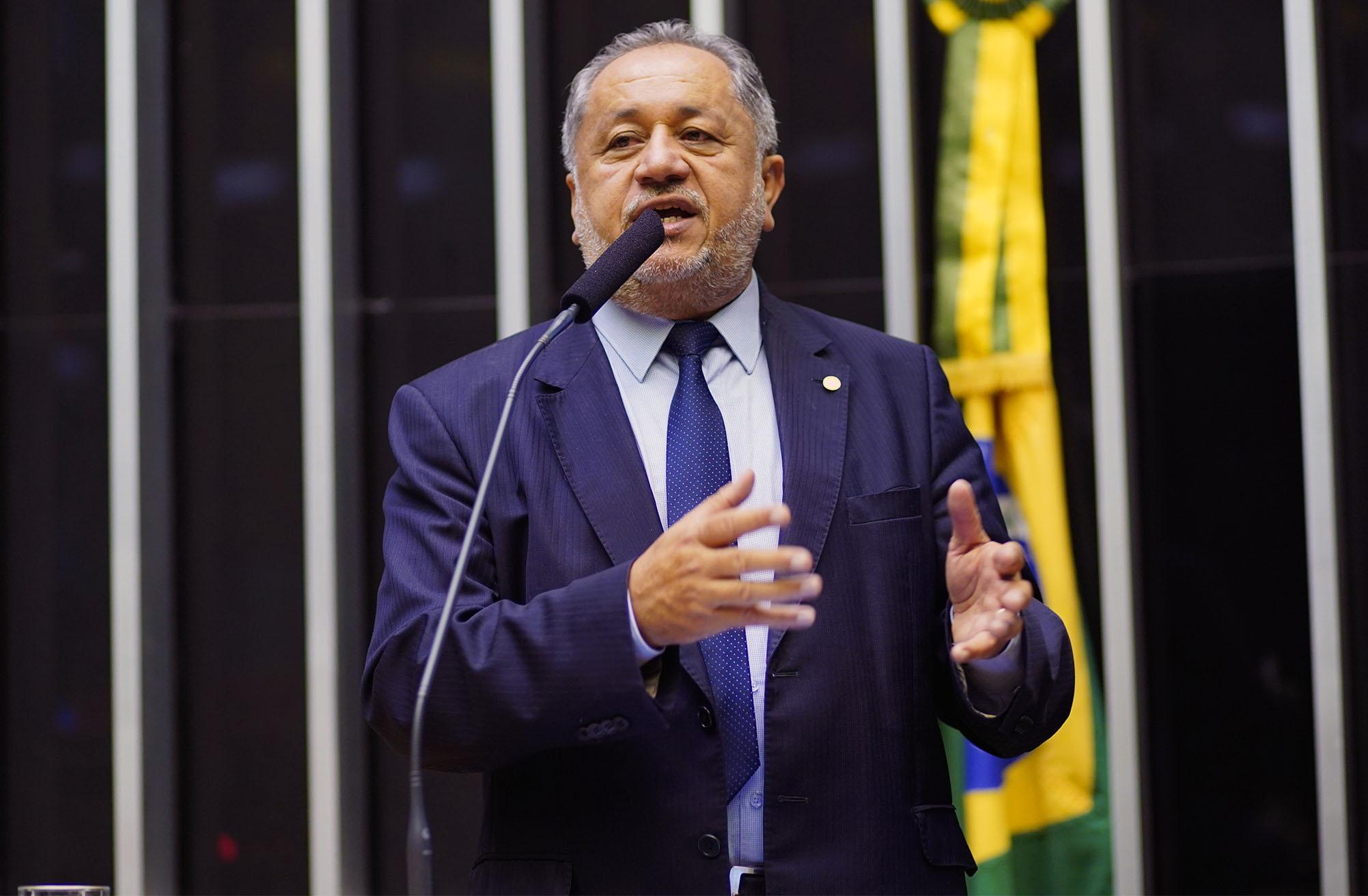 Homenagem aos 75 Anos da Campanha Nacional de Escolas da Comunidade (CNEC). Dep. Luiz Cláudio (PR - RO)