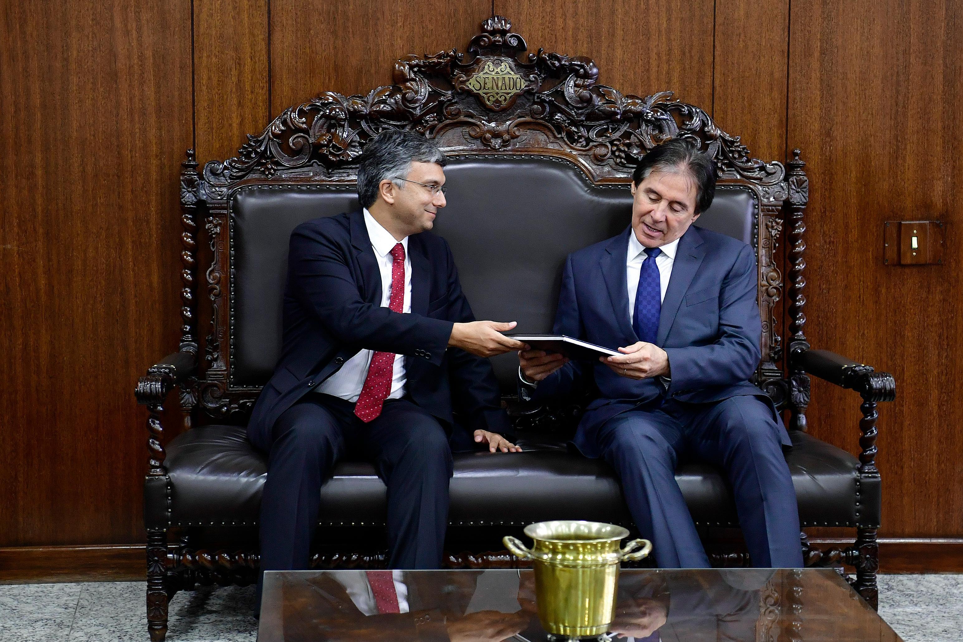 Presidente do Senado Federal, senador Eunício Oliveira (MDB-CE), recebe ministro de Estado do Planejamento, Desenvolvimento e Gestão, Esteves Colnago.