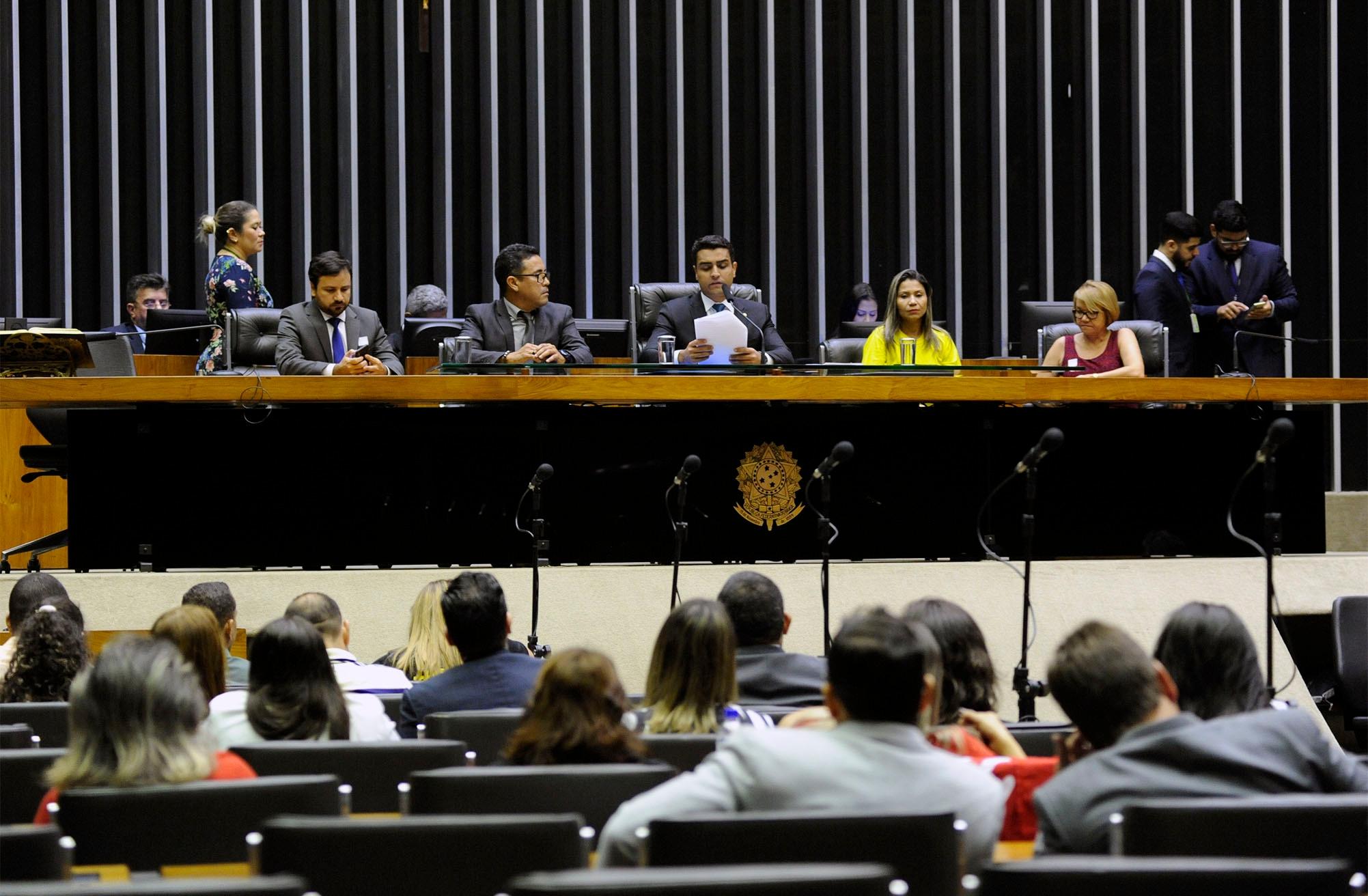 Comissão geral para debate sobre o procedimento de apuração, liberação e aplicação dos recursos referentes às parcelas calculadas de forma equivocada pelo Fundo de Manutenção e Desenvolvimento da Educação Básica e de Valorização dos Profissionais da Educação (FUNDEB-FUNDEF) nos municípios brasileiros