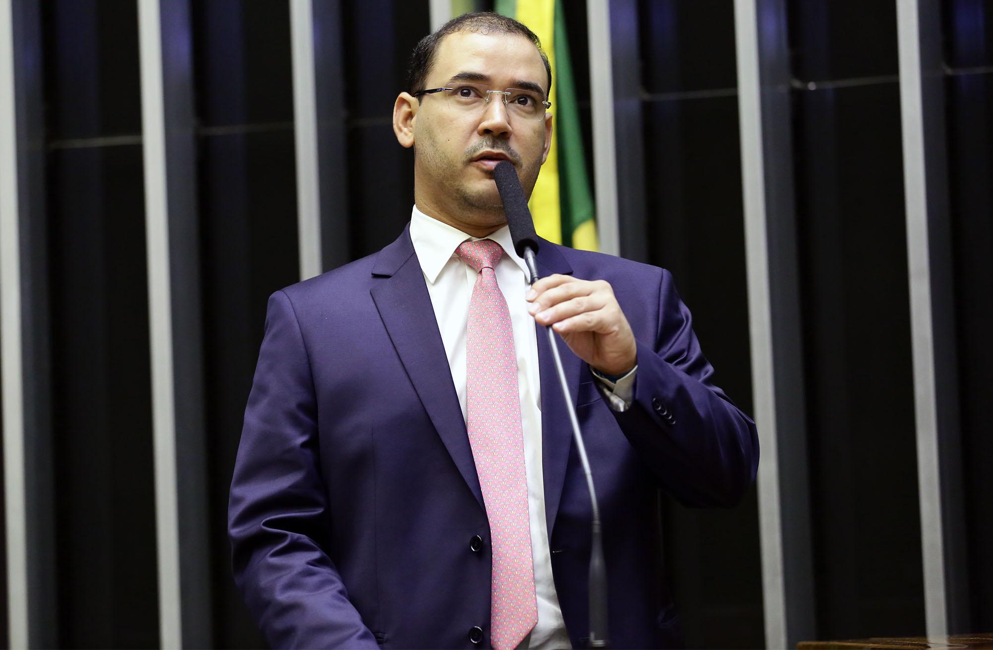Ordem do dia para discussão e votação de diversos projetos. Dep. Vicentinho Júnior (PR - TO)