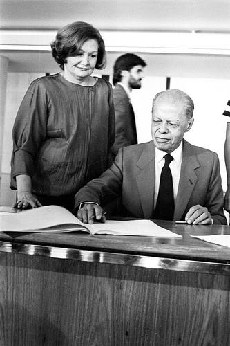 Senador Nelson Carneiro e esposa, durante assinatura da Constituição de 1988