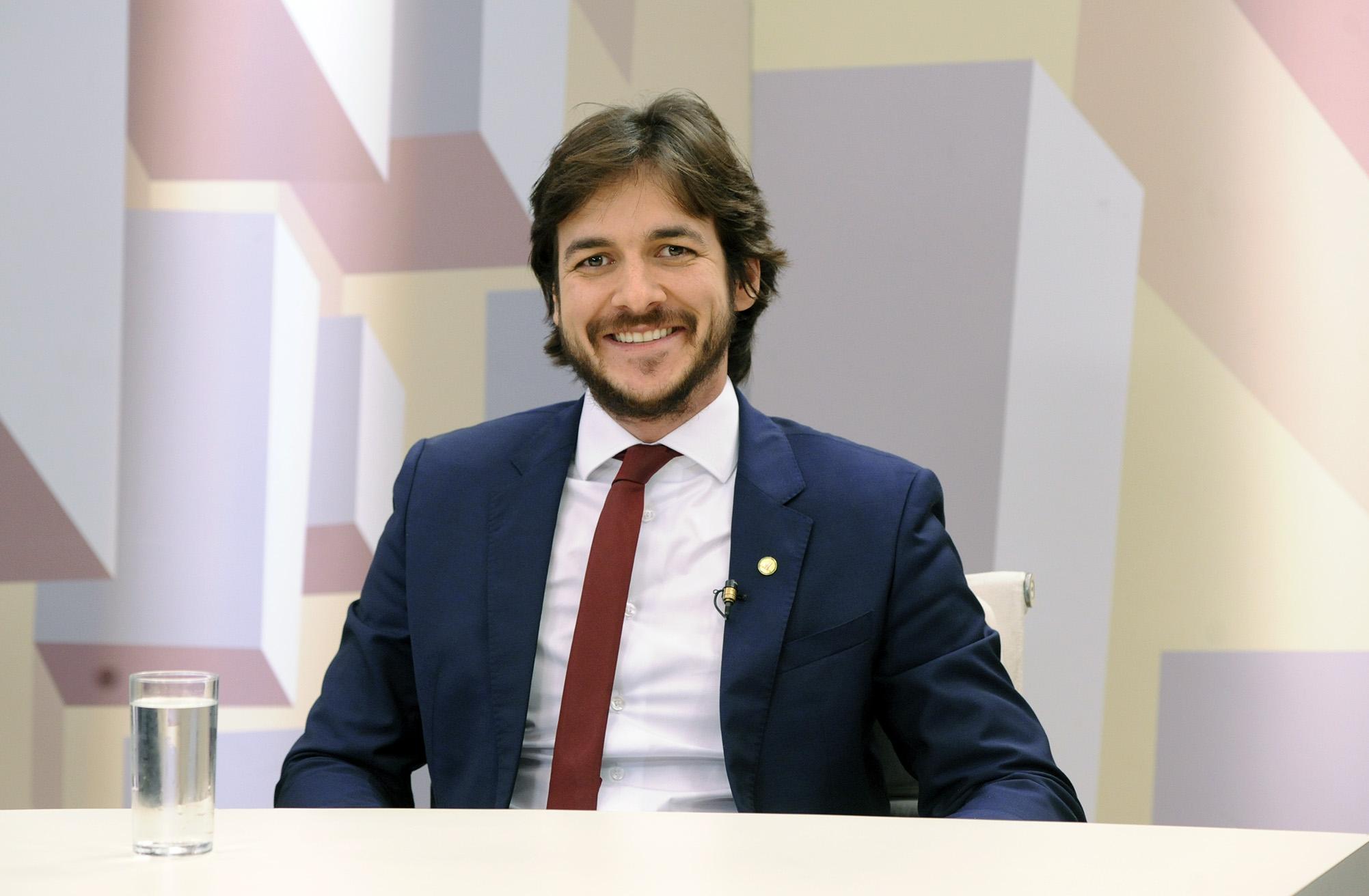 Programa Expressão Nacional discute a situação da juventude ociosa. Dep. Pedro Cunha Lima (PSDB-PB)