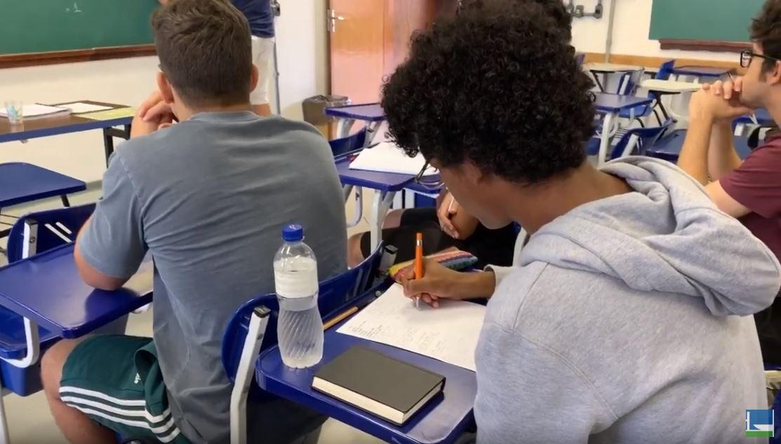 Educação - sala de aula - alunos universitários ensino superior faculdades universidades negros cotas