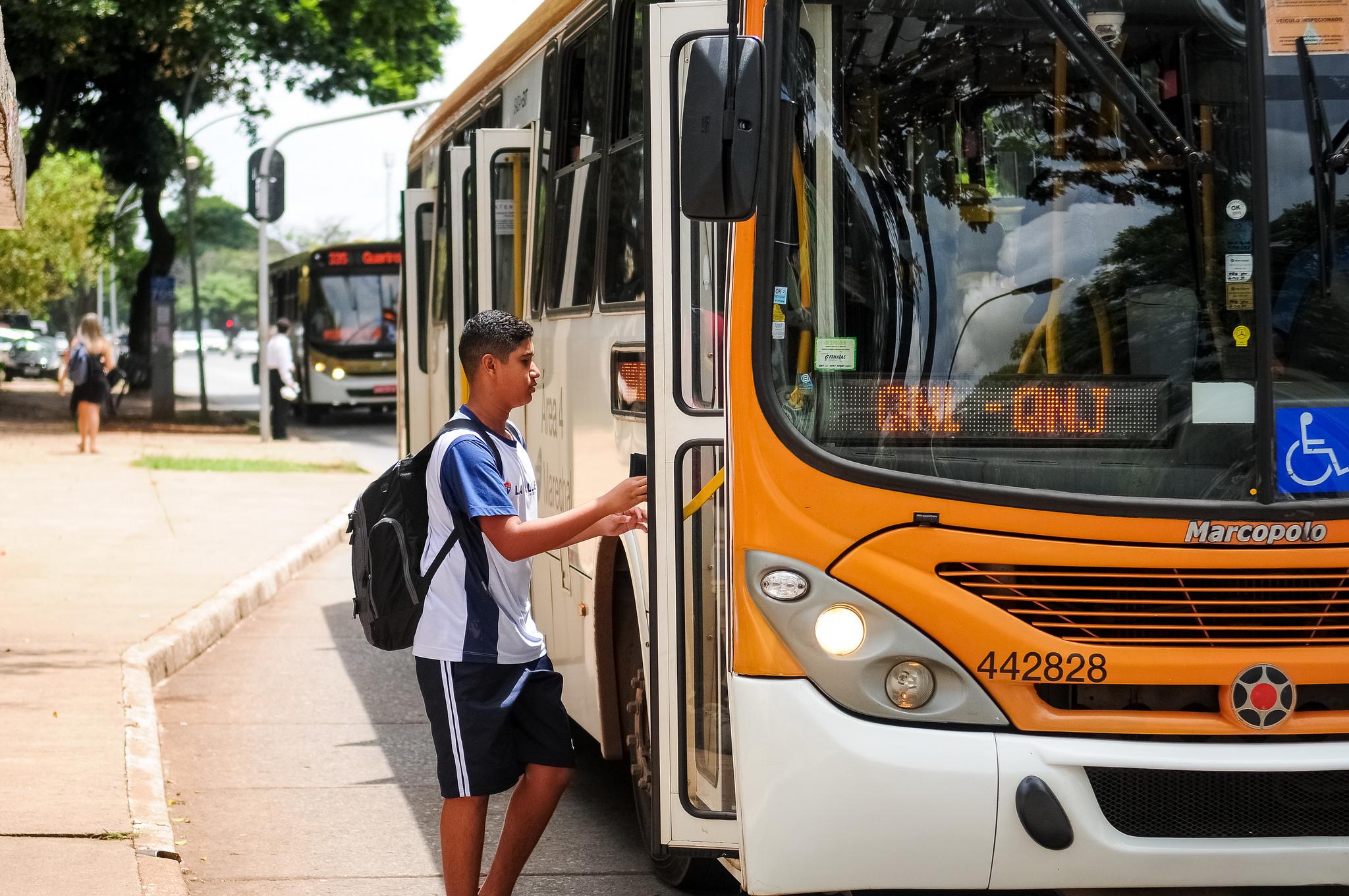 Transporte - ônibus  - transportes públicos passe livre estudantil estudantes alunos gratuidade passagem